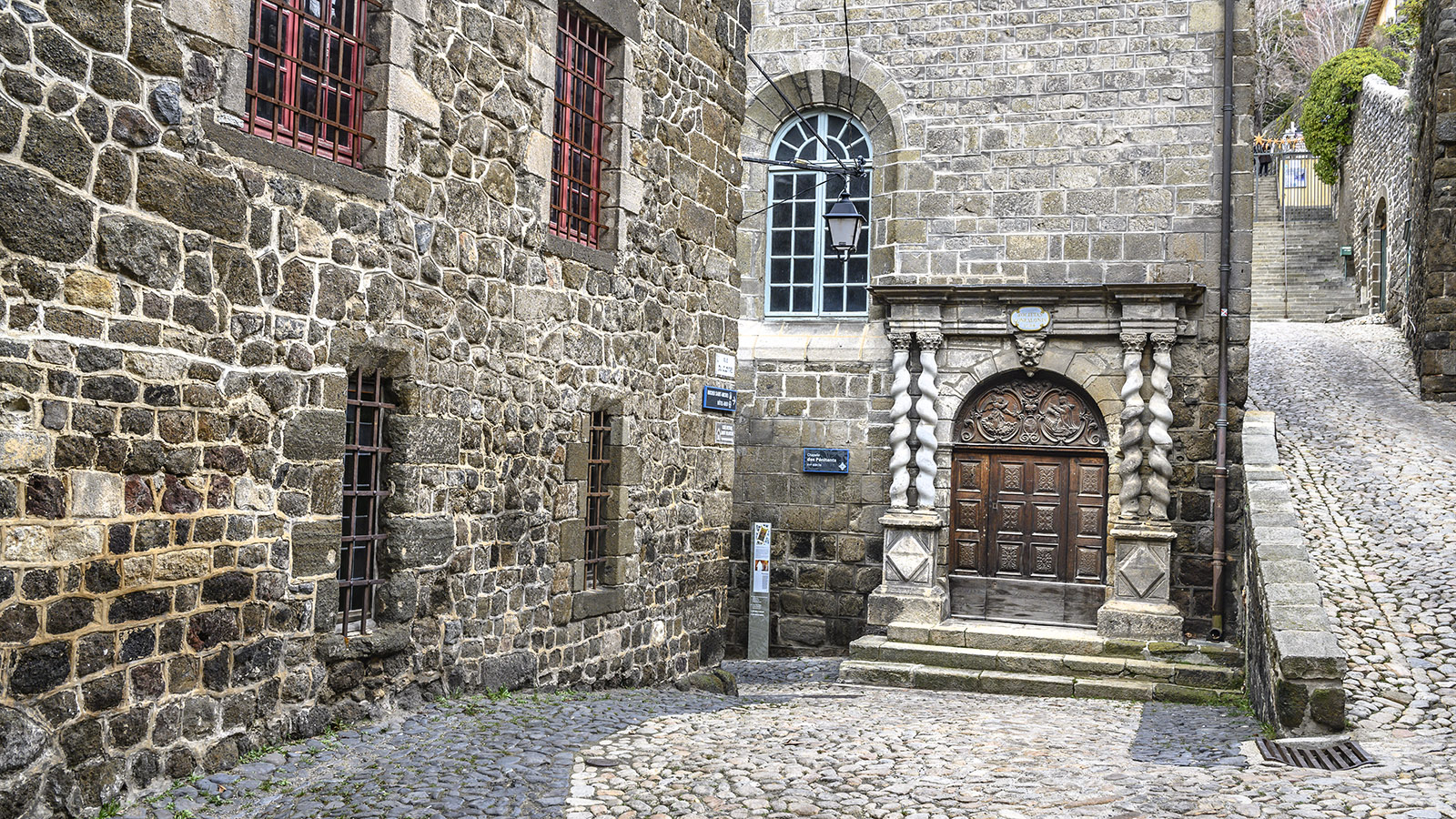 Die heilige Oberstadt von Le Puy-en-Velay. Foto: Hilke Maunder