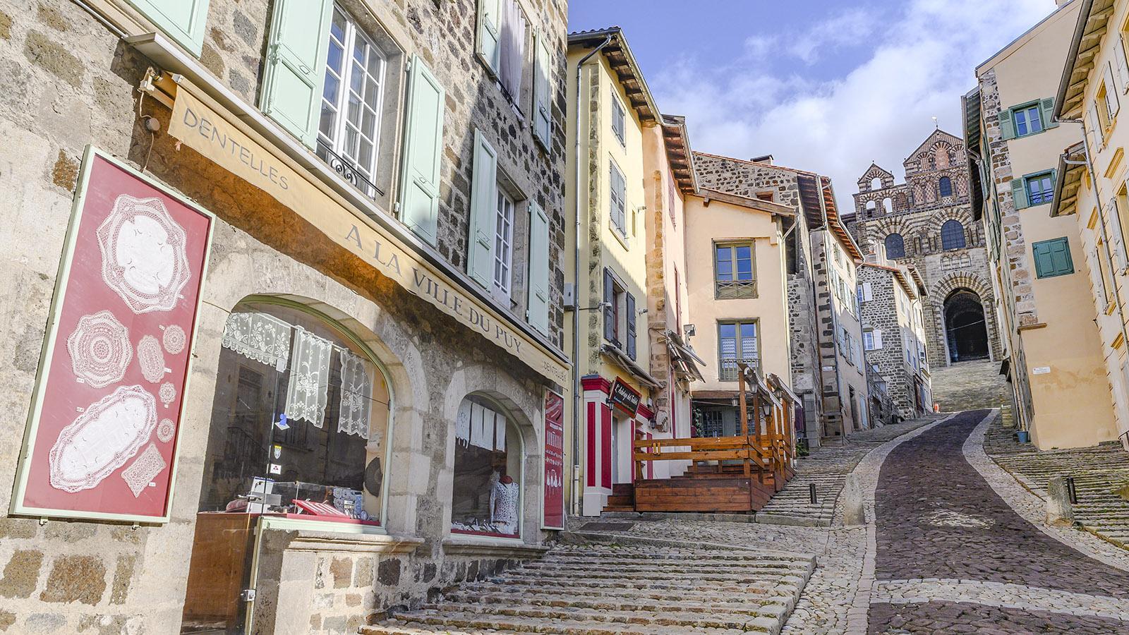Die Freitreppe zur Kathedrale von Le Puy-en-Velay. Foto: Hilke Maunder