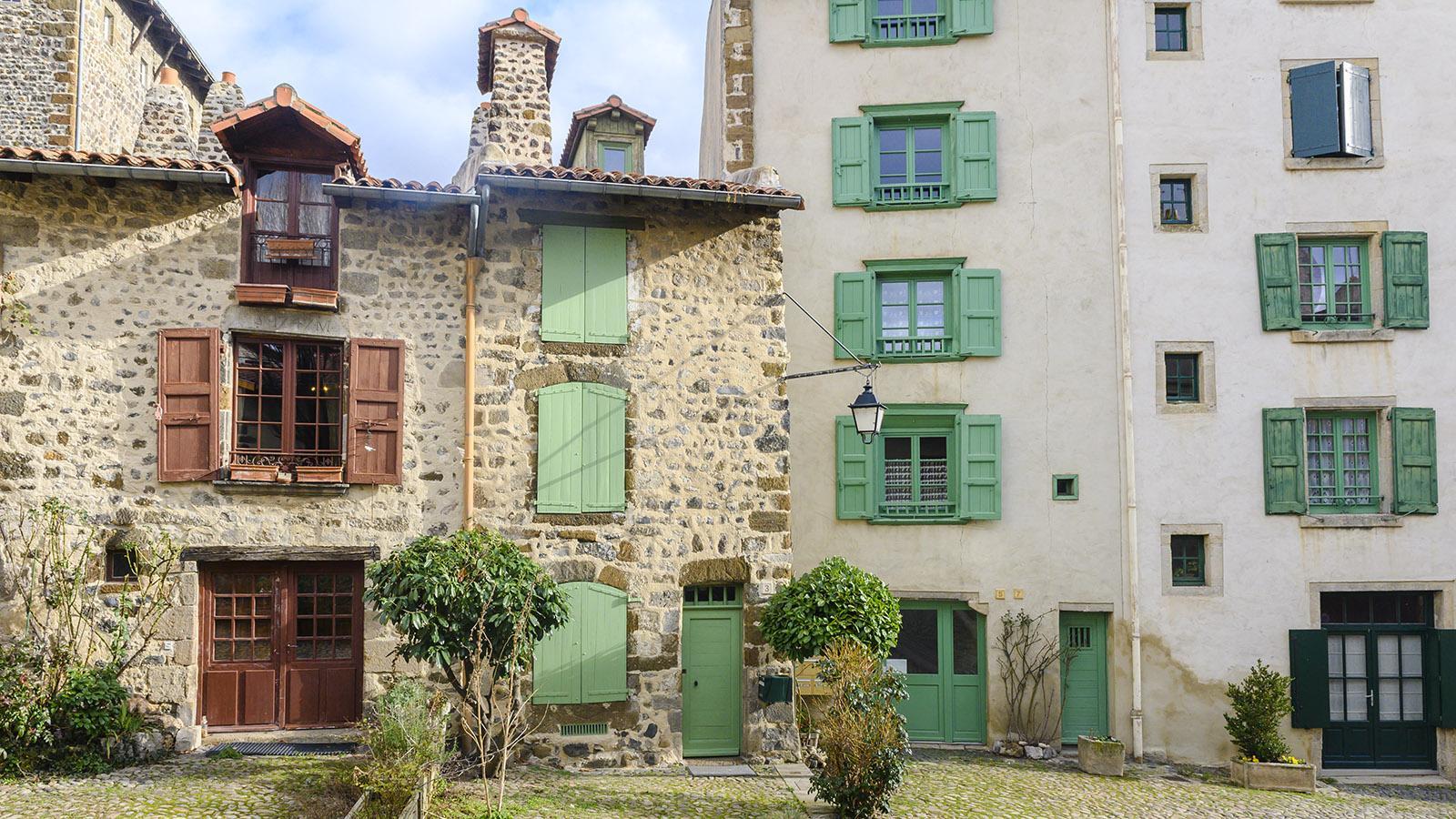 Charmanter Stadtplatz im alten Zenturm von Le Puy-en-Velay. Foto: Hilke Maunder