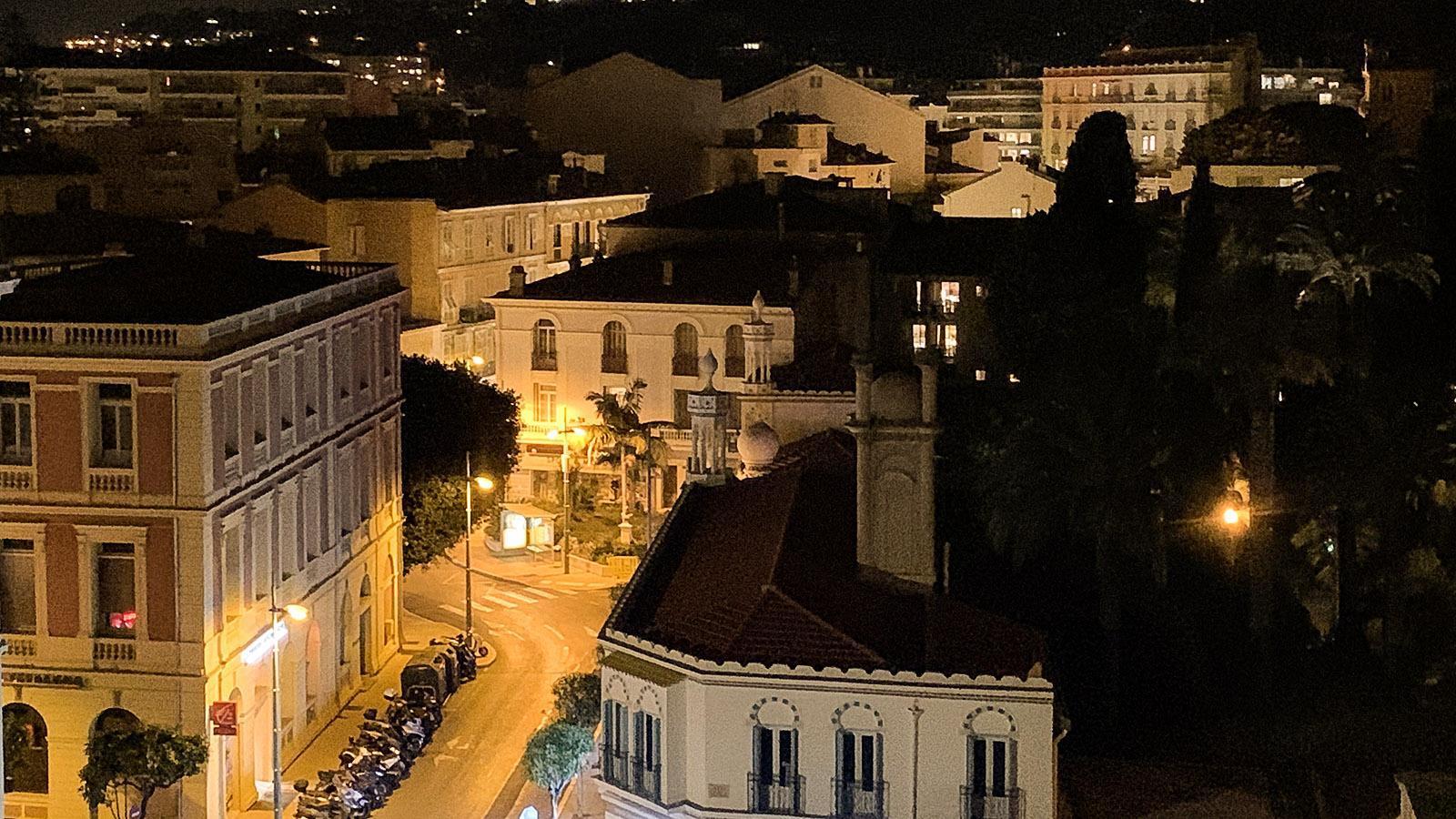 Fete du Citron. Menton bei Nacht - von der Dachterrasse des Hotels. Foto: Hilke Maunder
