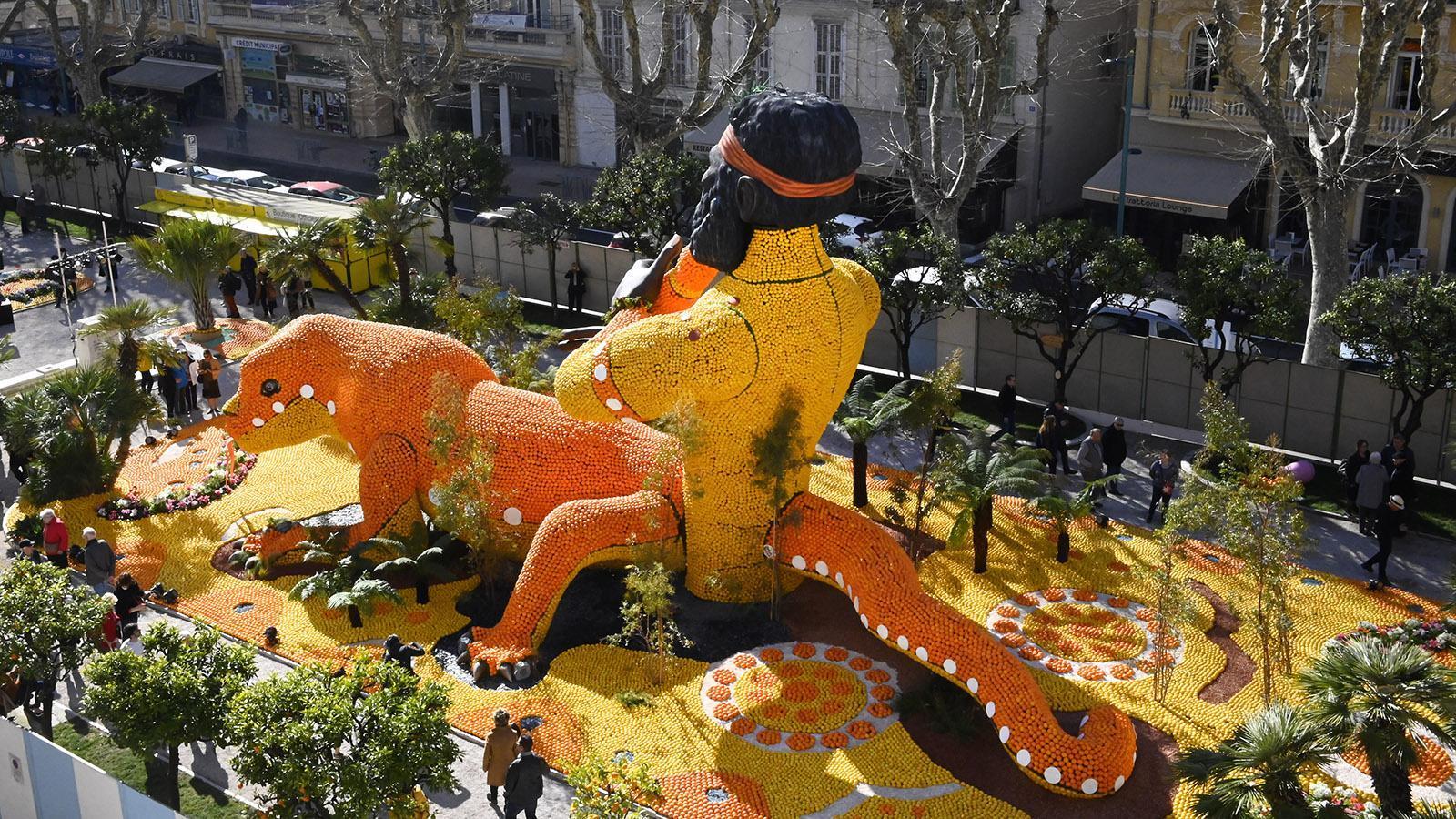 Fête du Citron: Blick auf die Figur Australien von der Terrasse. Foto: Hilke Maunder
