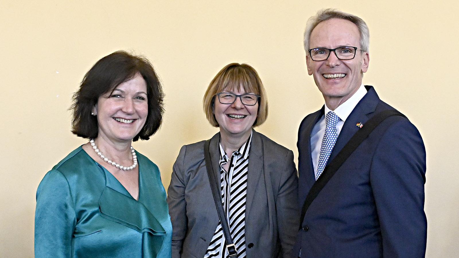 Fête du Citron: die Delegation aus der Partnerstadt Baden-Baden. Mit dabei: Oberbürgermeisterin Margret Mergen (l.) und Lutz Benicke (r.), Vorsitzender des Partnerschaftsvereins. Foto: Hilke Maunder