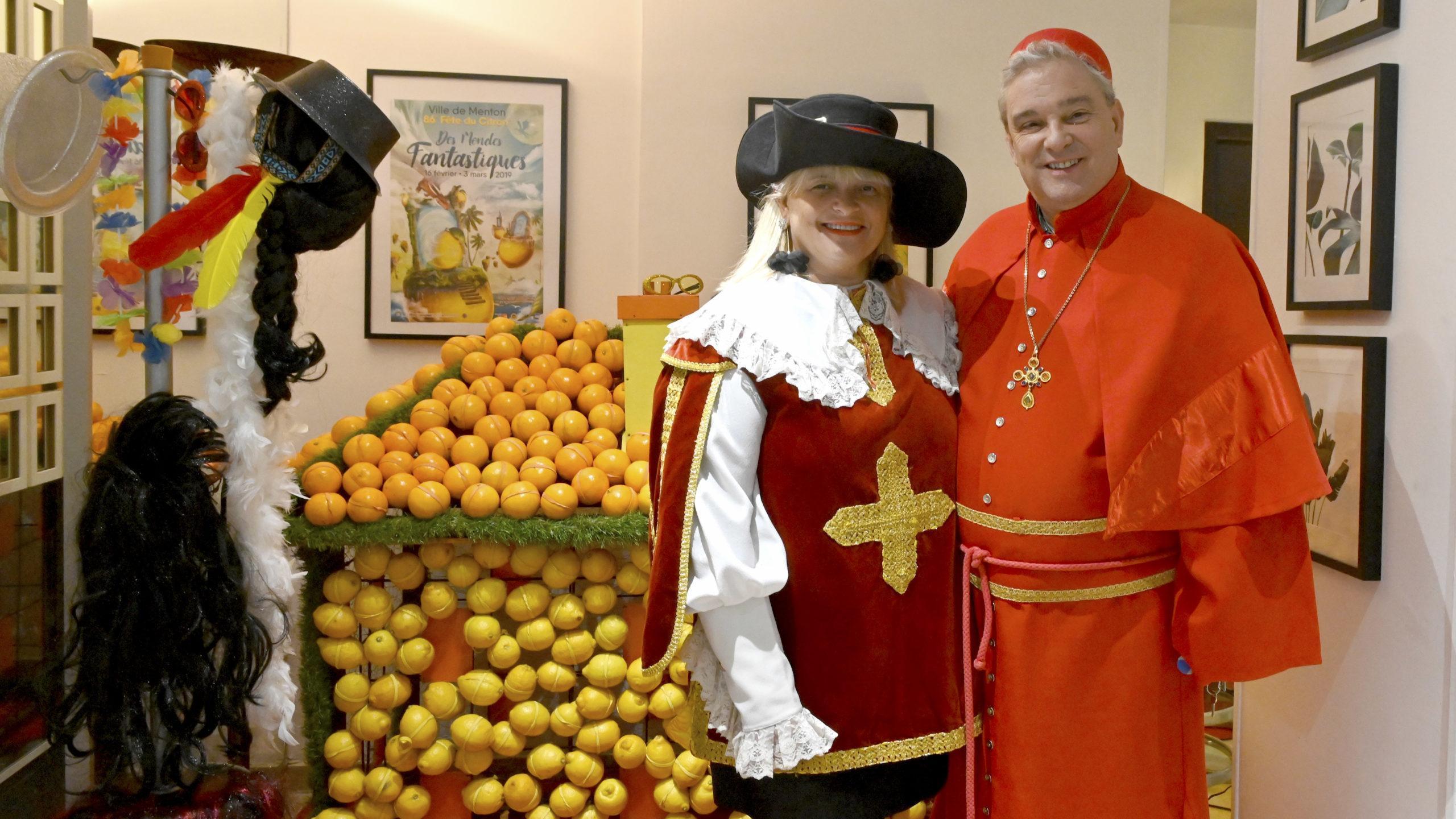 Fête du Citron: der Restaurantchef mit einer Mitarbeiterin. Foto: Hilke Maunder
