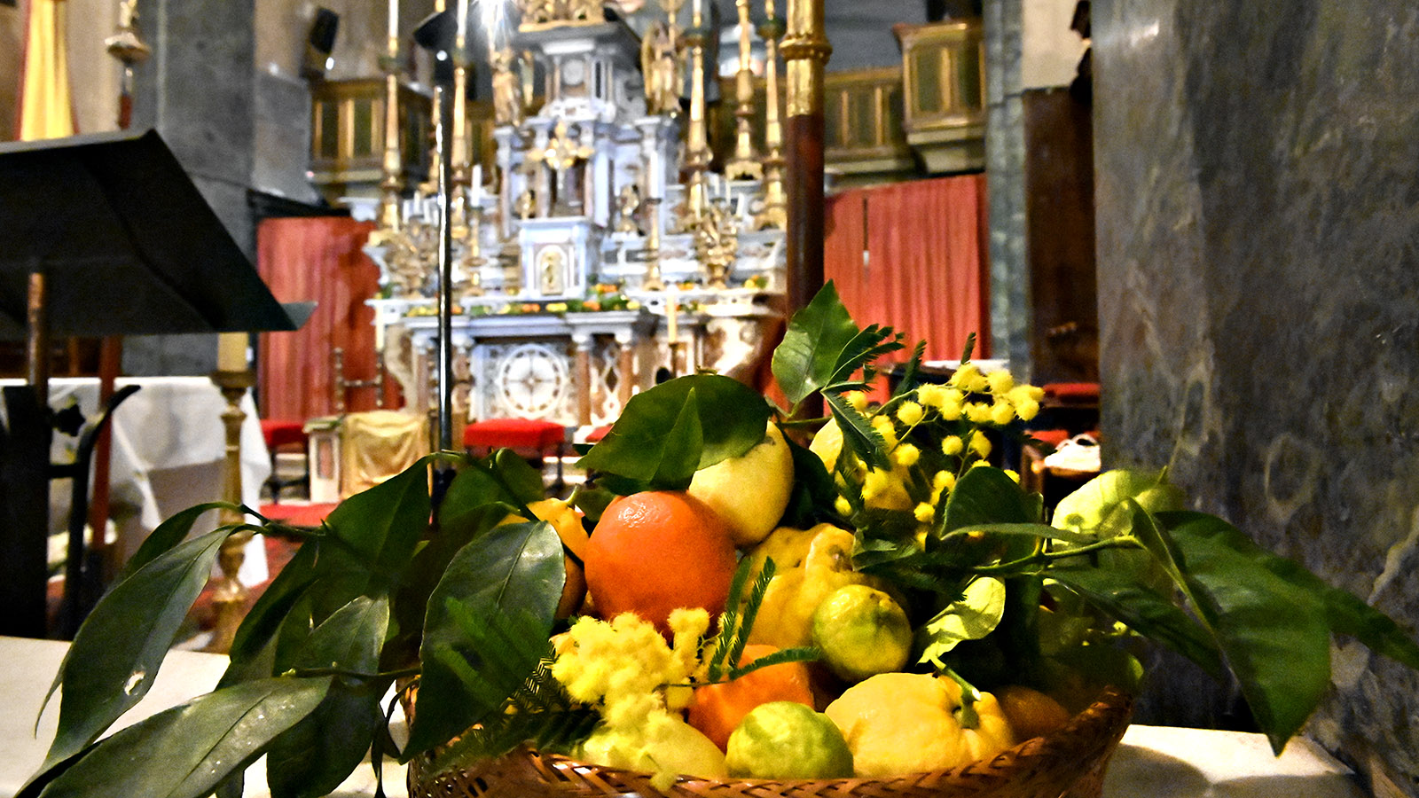 Fête di Citron: Segnung der Zitrusfrüchte bei der Messe in der Kathedrale. Foto: Hilke Maunder