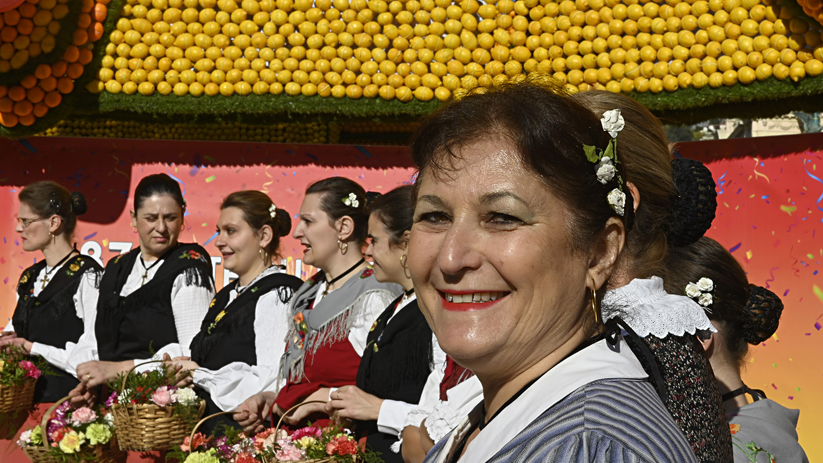 Fête du Citron: Trachtentänzerinnen. Foto: Hilke Maunder