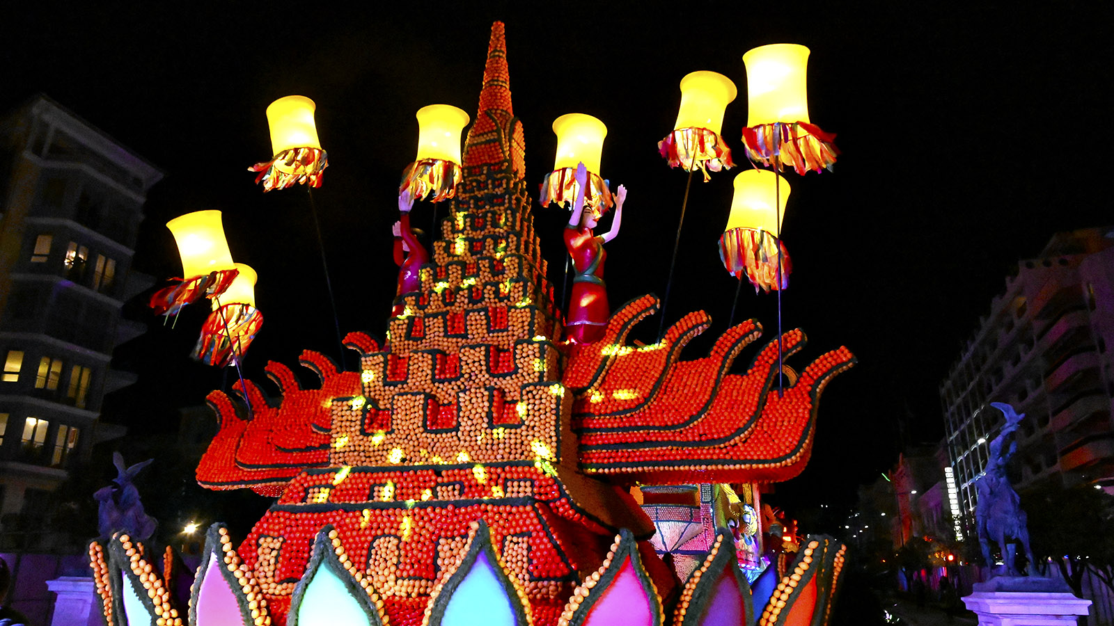 Fete du Citron: das thailändische Wasserfest bei Nacht. Foto: Hilke Maunder