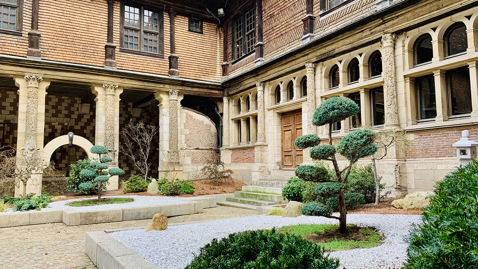 Troyes: Als Zen-Garten gestaltet: der Innenhof der Maison de l'Outil. Foto: Hilke Maunder
