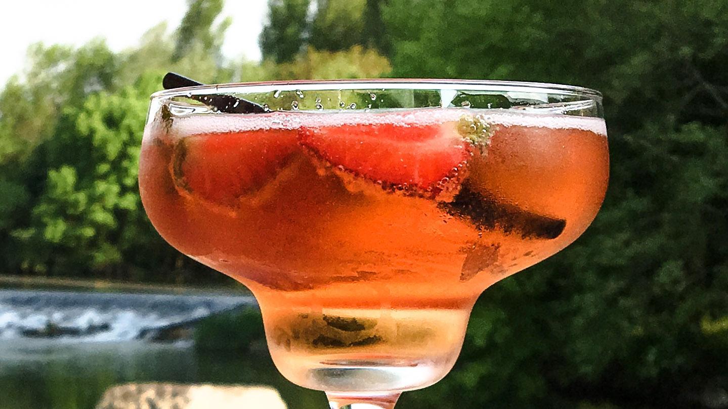 Fruchtiger Frühsommergenuss: La Godinette mit Erdbeeren aus Plougastel. Foto: Hilke Maunder