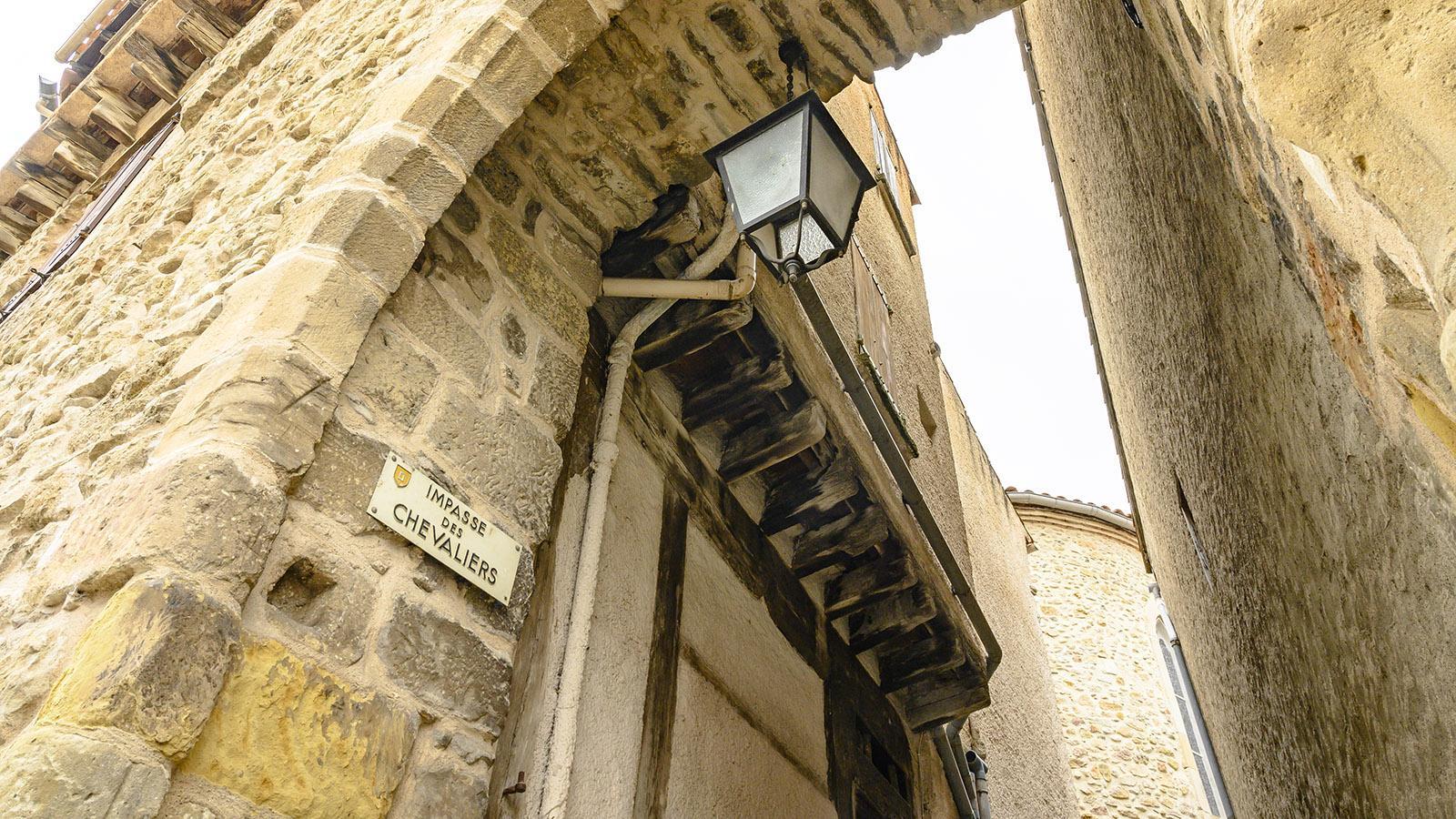 Campagne-sur-Aude: Auf dieser Gasse geht es hinein ins Templerkastell. Foto: Hilke Maunder