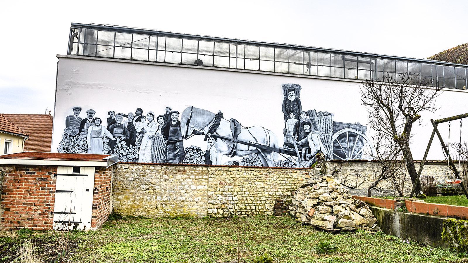 Côte des Bars: Wandbild in Celles-sur-Ource