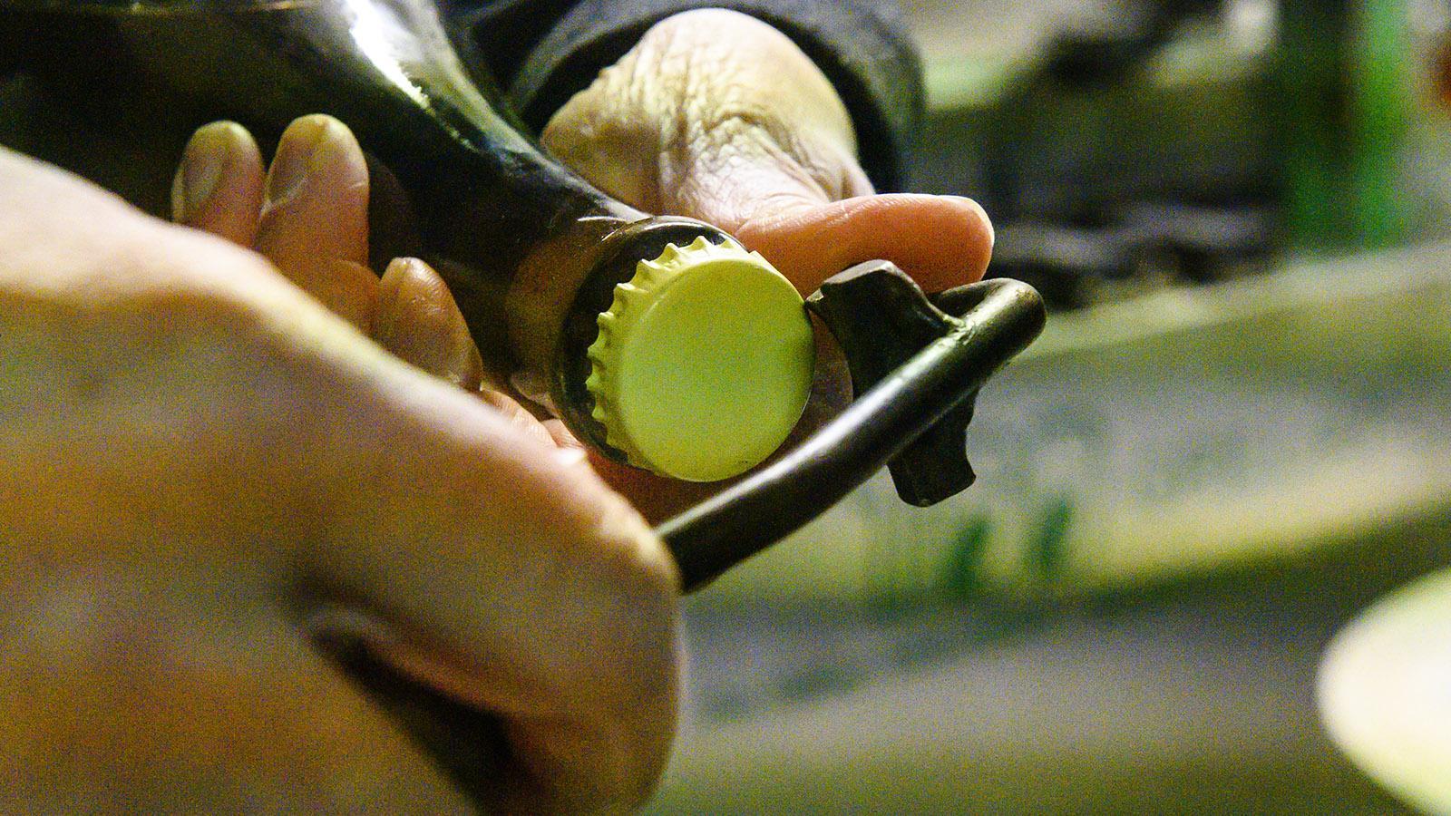 Côte des Bars: Das Werkzeug für das Degorgieren per Hand. Foto: Hilke Maunder