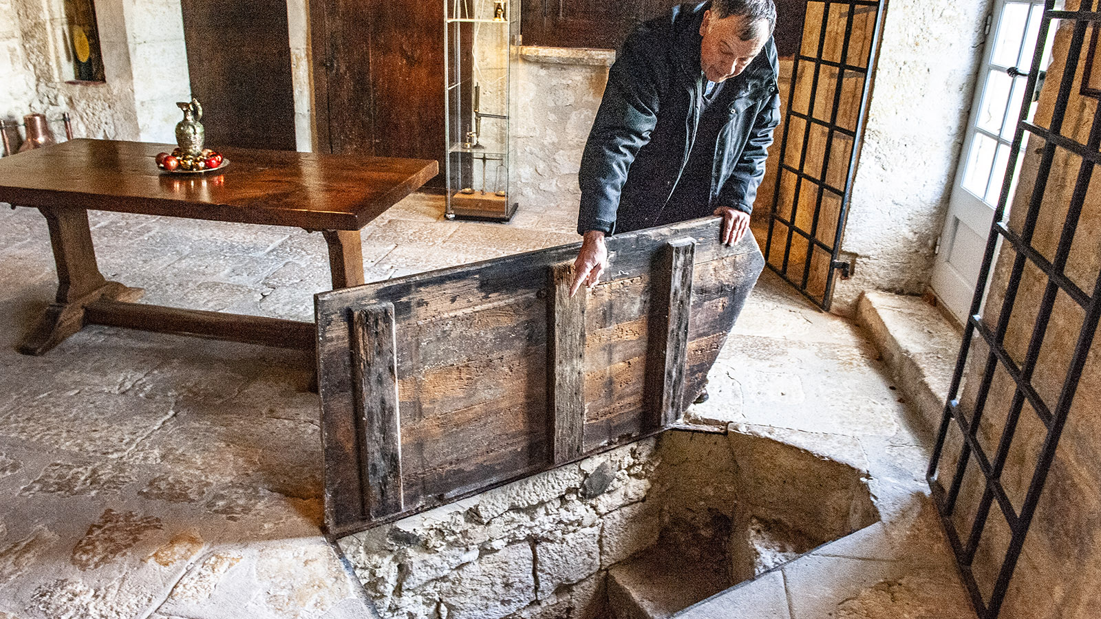 Saint-Puy, Château de Monluc; Kellerversteck für prickelnde Tropfen. Foto: Hilke Maunder