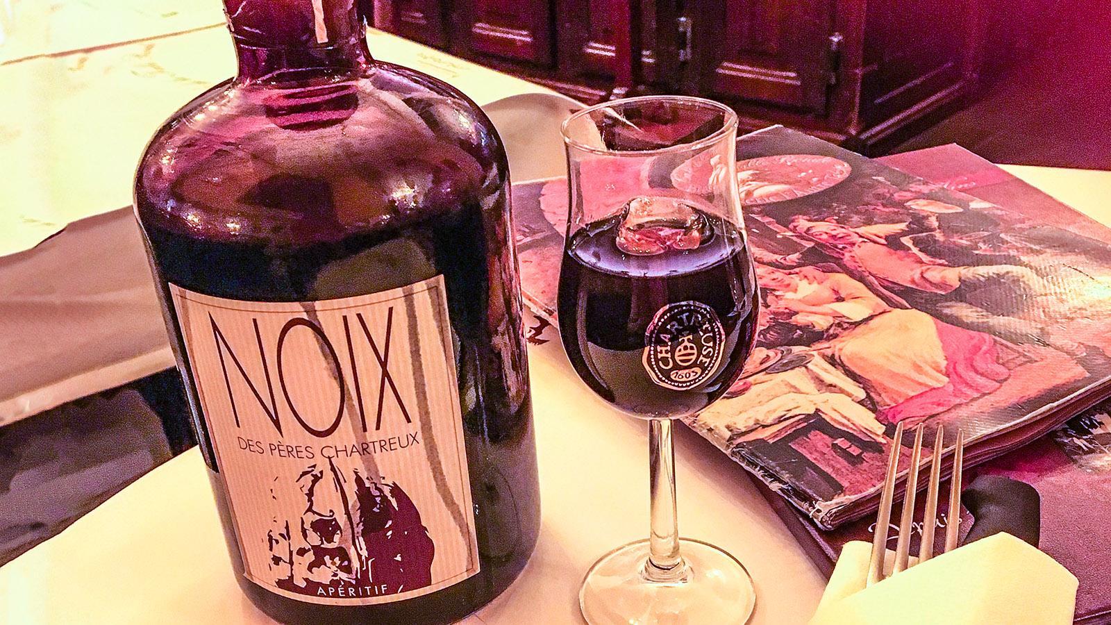 Apero: Vin de Noix, Nusswein. Foto: Hilke Maunder