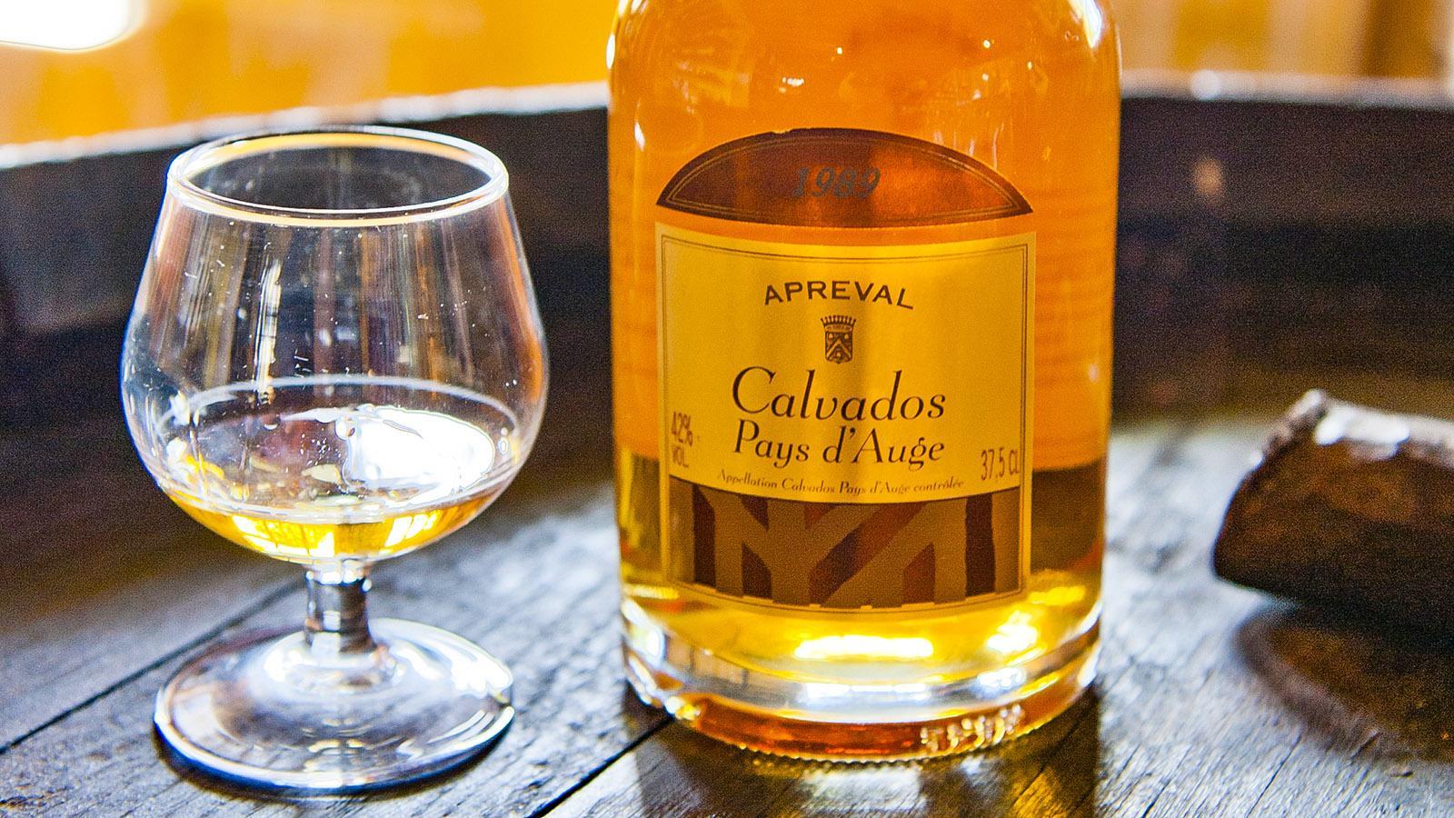 Apero: Calvados vom Manoir d'Apreval. Foto: Hilke Maunder