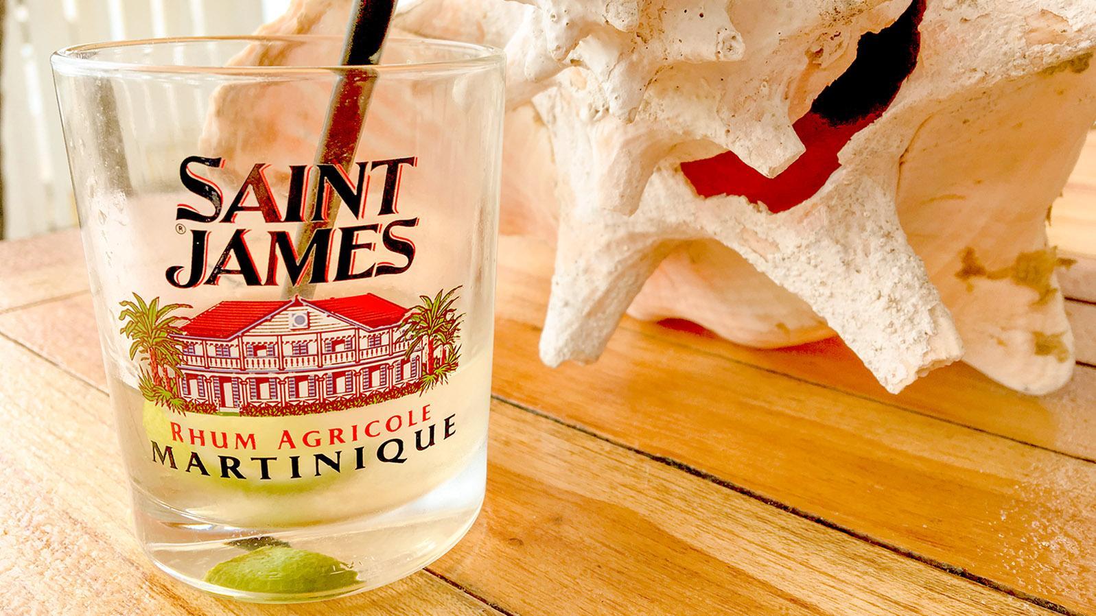 Mit Rum aus Martinique: Ti Punch - der Klassiker der Karibik. Foto: Hilke Maunder