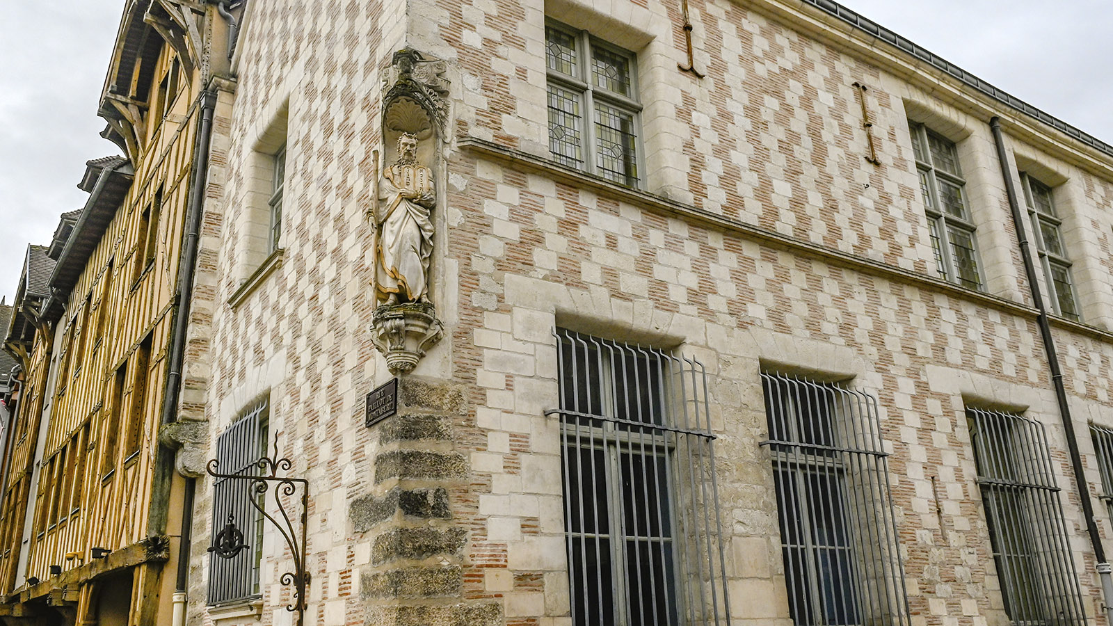 Troyes: Schachbrettmuster aus Backstein und Putz. Foto: Hilke Maunder