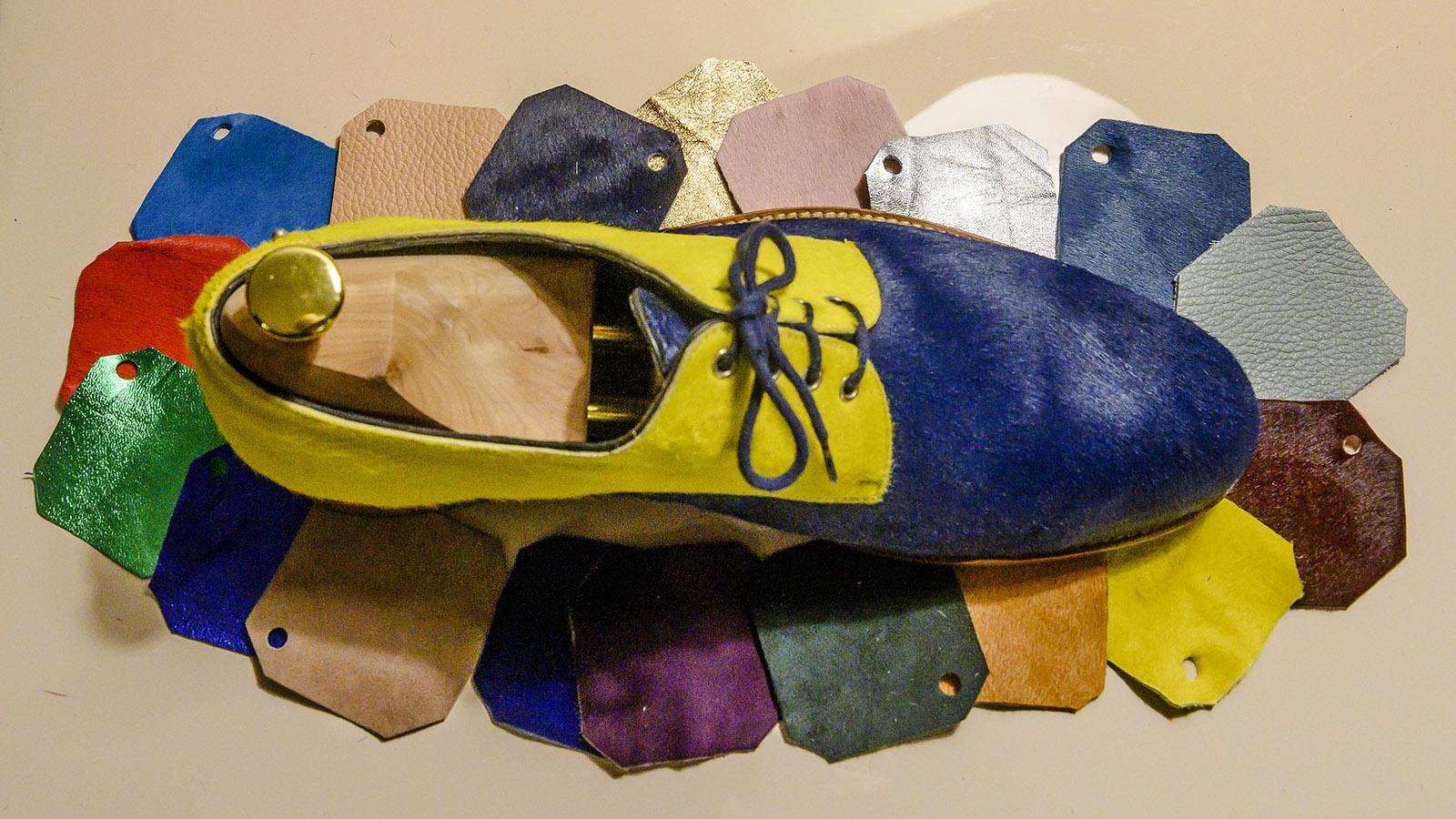 Farben für die Maßschuhe von Schuhdesignerin Marie Weber aus Troyes. Foto: Hilke Maunder