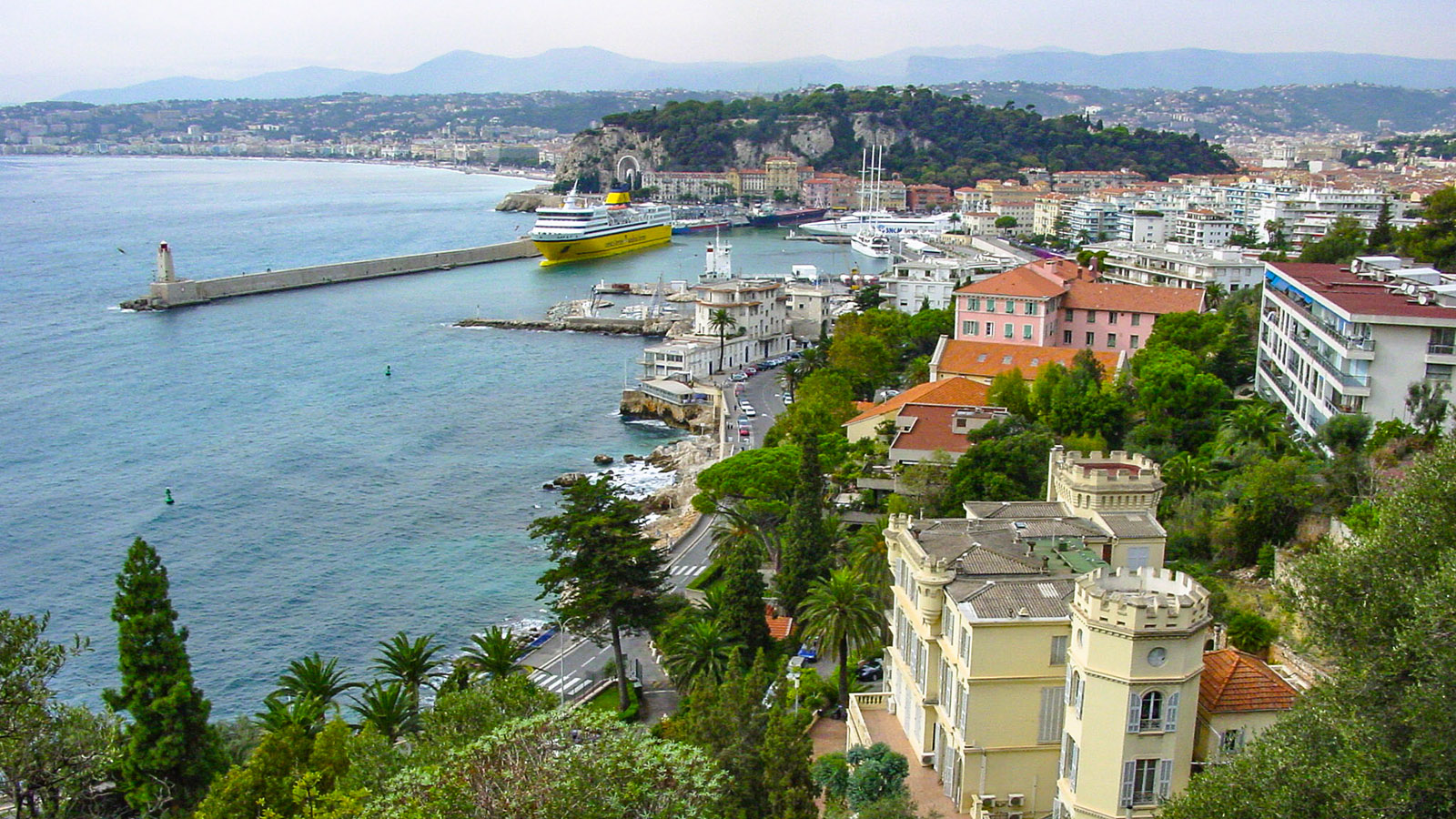 Blick auf Nizza vom Hügel östlich des Hafens. Foto: Hilke Maunder
