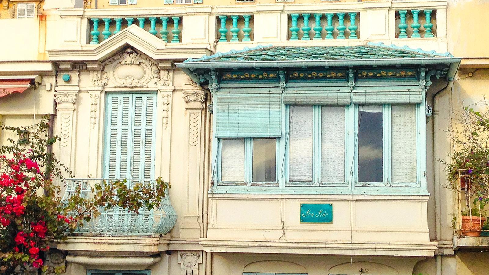 Nizza: Nostalgisch - eine Wohnung mit Strandblick am Eingang zur Altstadt. Foto: Hilke Maunder
