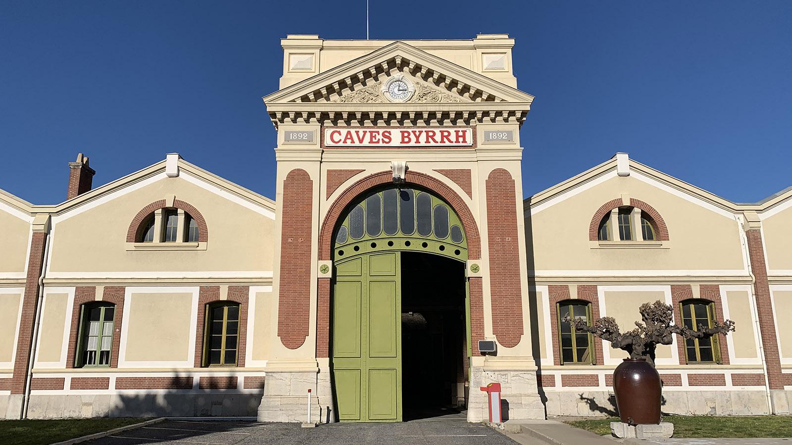 Aspres: Der Weinkeller von Byrrh. Foto. Hilke Maunder