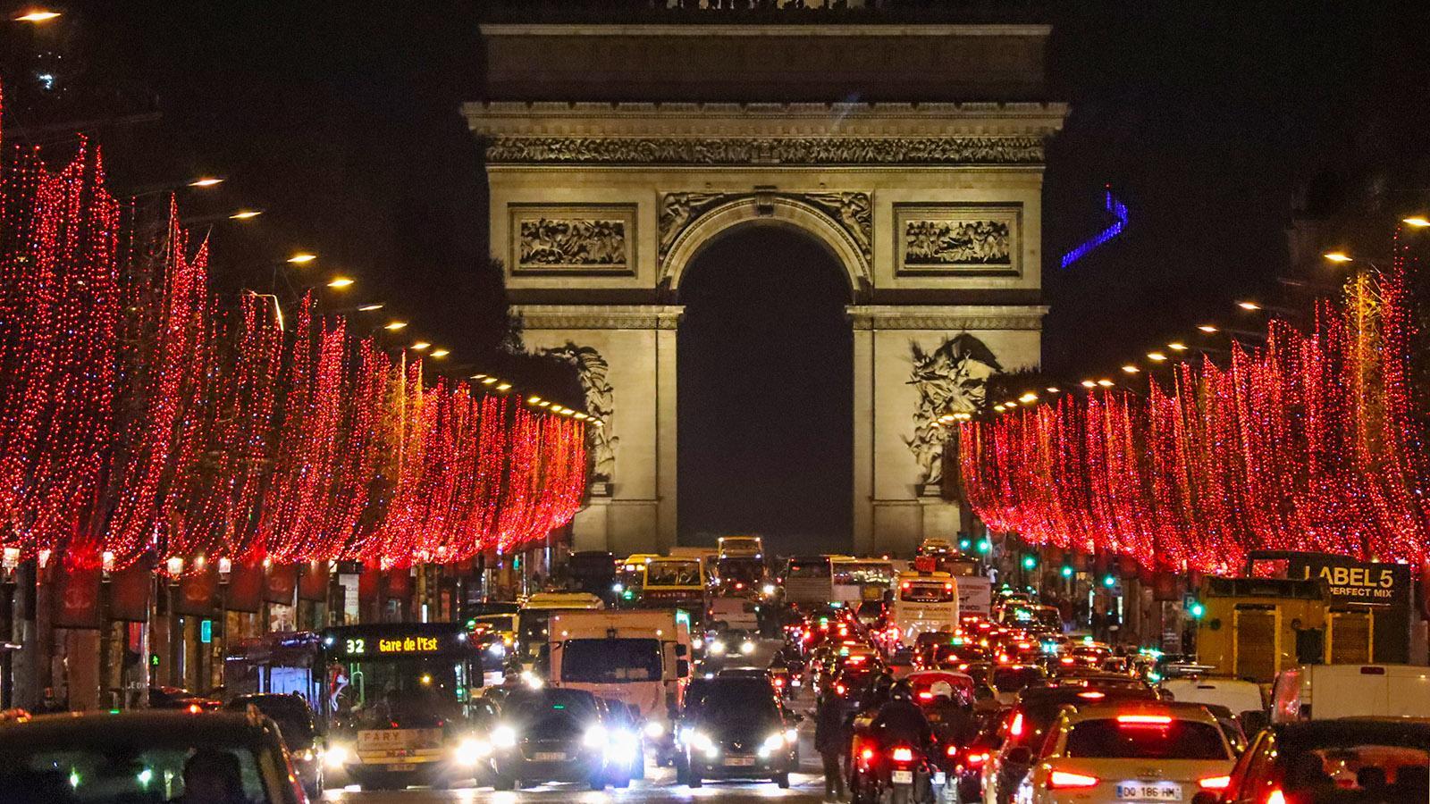 Paris, ville lumière: rush hour auf den Champs-Élysées. Foto: Uschi Hennen
