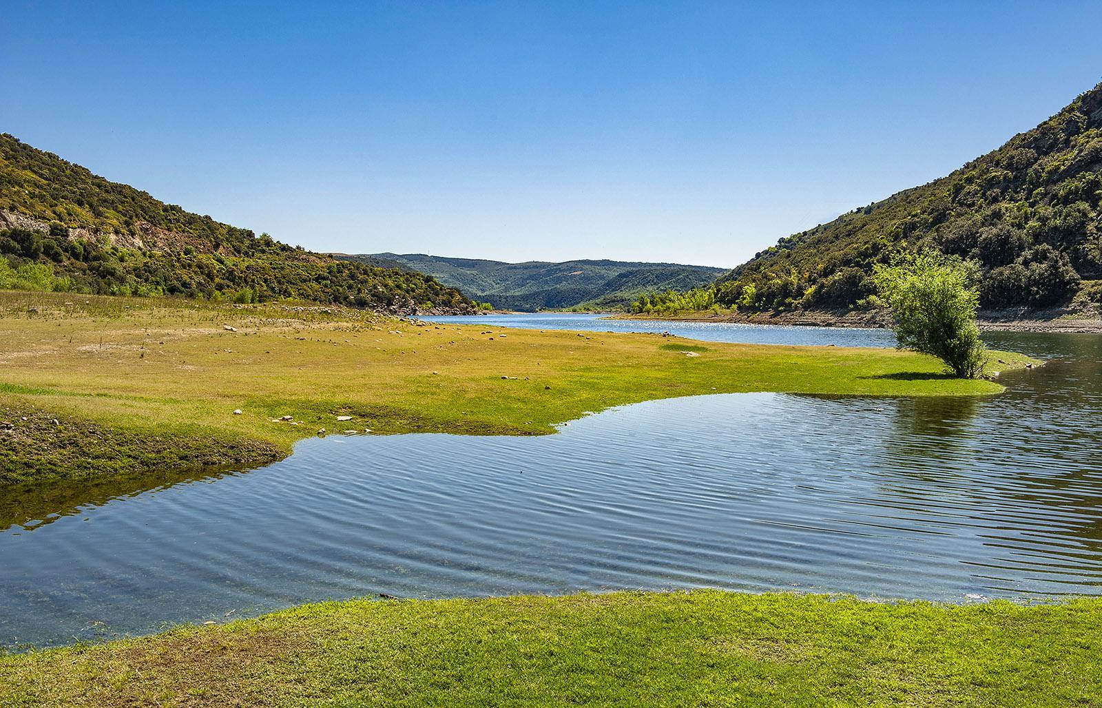 Im Frühjahr tritt der Agly über die Ufer und überschwemmt die Uferwiesen. Foto: Hilke Maunder