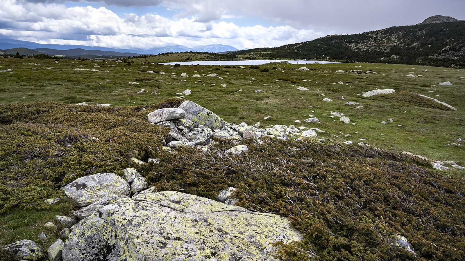 Das Hochplateau am mehr als 2000 m Höhe mit dem Estany Llong. Foto: Hilke Maunder
