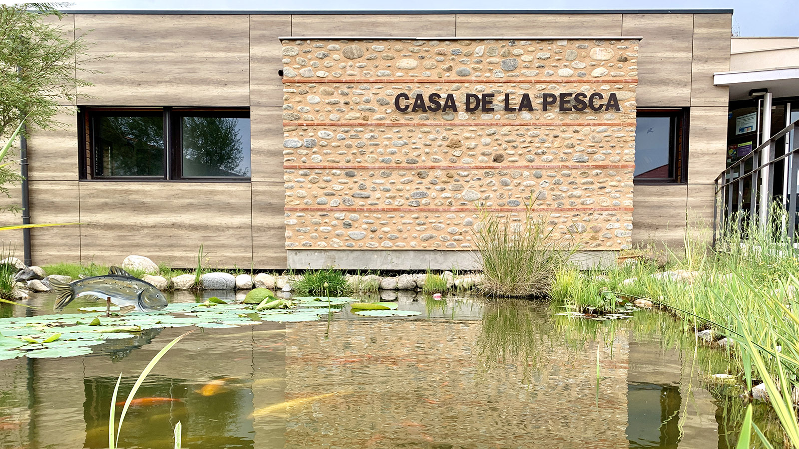 Das Haus des Fischereiverbandes der Pyrénées-Orientales. Hier erhaltet ihr eure Angelkarten. Foto: Hilke Maunder
