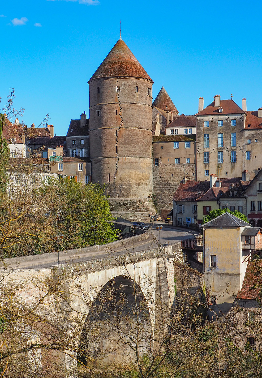 Semur-en-Auxois. Der Pont Joli. Foto: Werner Münzel