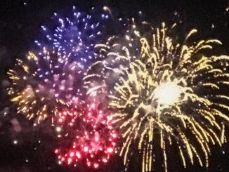 Patriotisch: das Feuerwerk von Saint-Paul-de-Fenouillet am Nationalfeiertag 14. Juli. Foto: Hilke Maunder