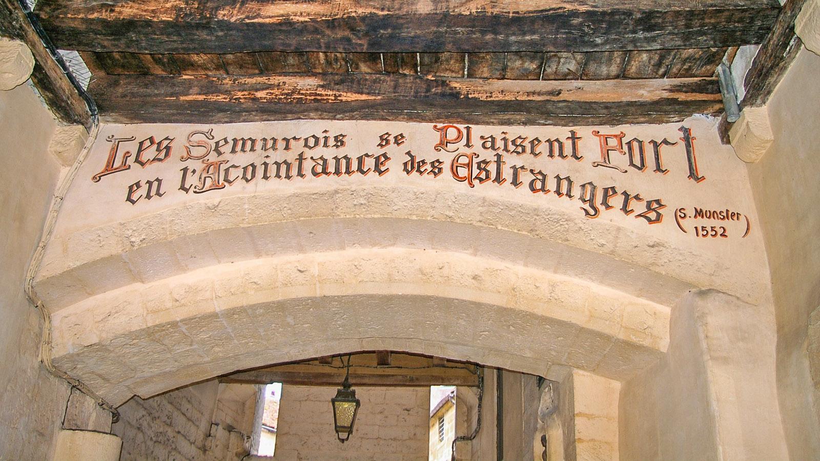 Der Wahlspruch von Semur-en-Auxois. Foto: Werner Münzel