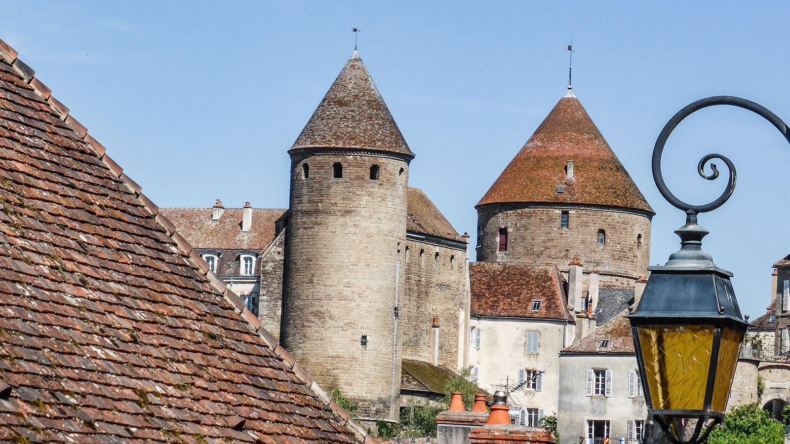 Blick auf die Burg von Semur-en-Auxois. Foto: Werner Münzel