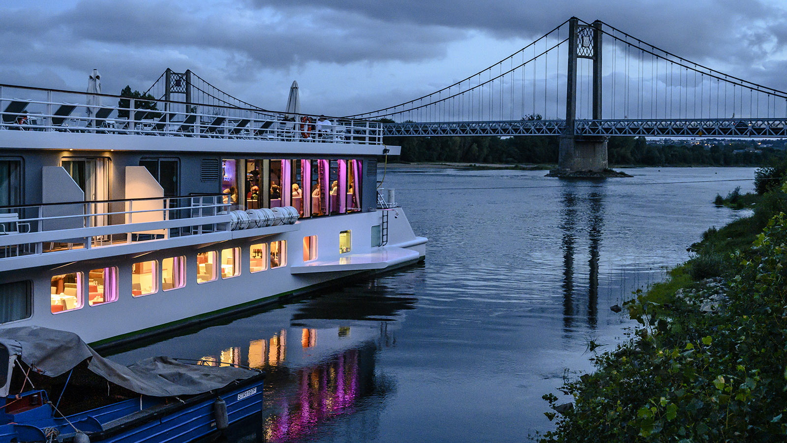 In Ancenis liegt MS Loire Princesse in Sichtweite der Loire-Brücke am Ponton. Foto: Hilke Maunder