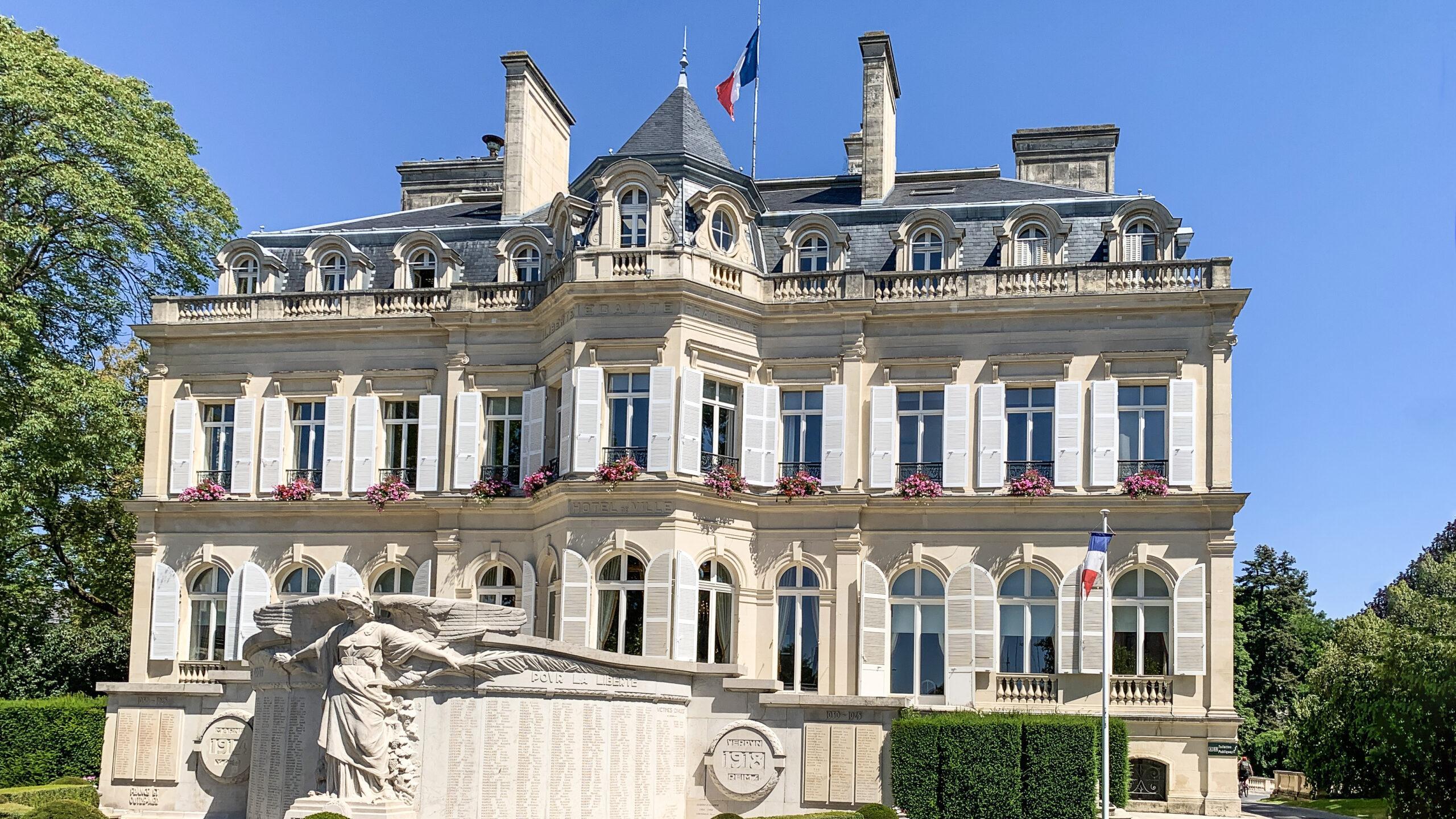 Das Rathaus von Épernay. Foto: Hilke Maunder