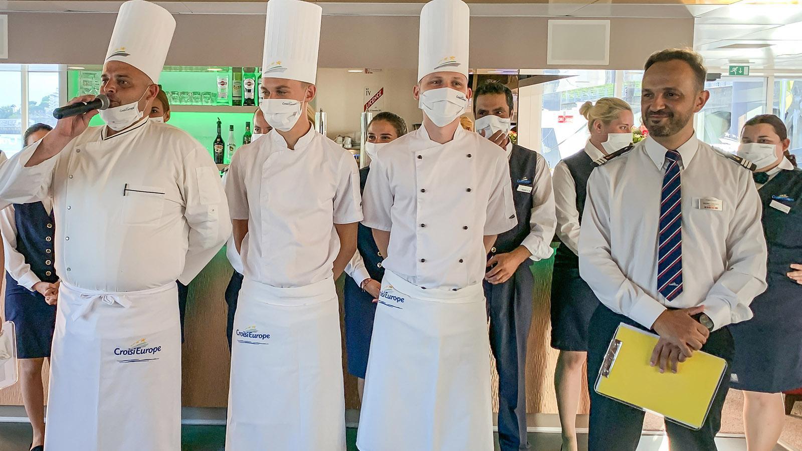 MS Loire Princesse, das Küchenteam und Cruisie Mandager Pedro. Foto: Hilke Maunder