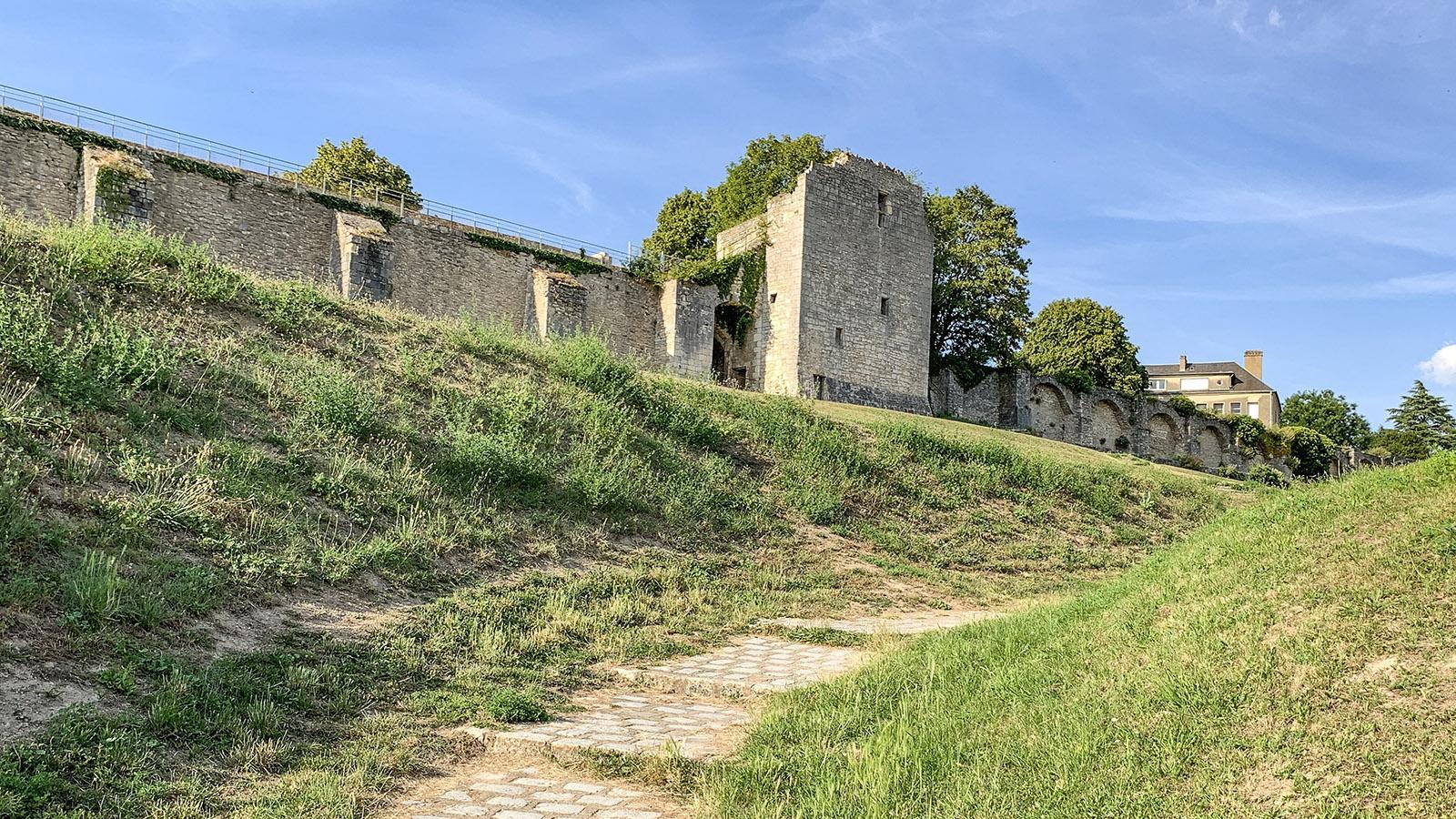 La Charité-sur-Loire: ie nördliche Stadtmauer. Foto: Hilke Maunder