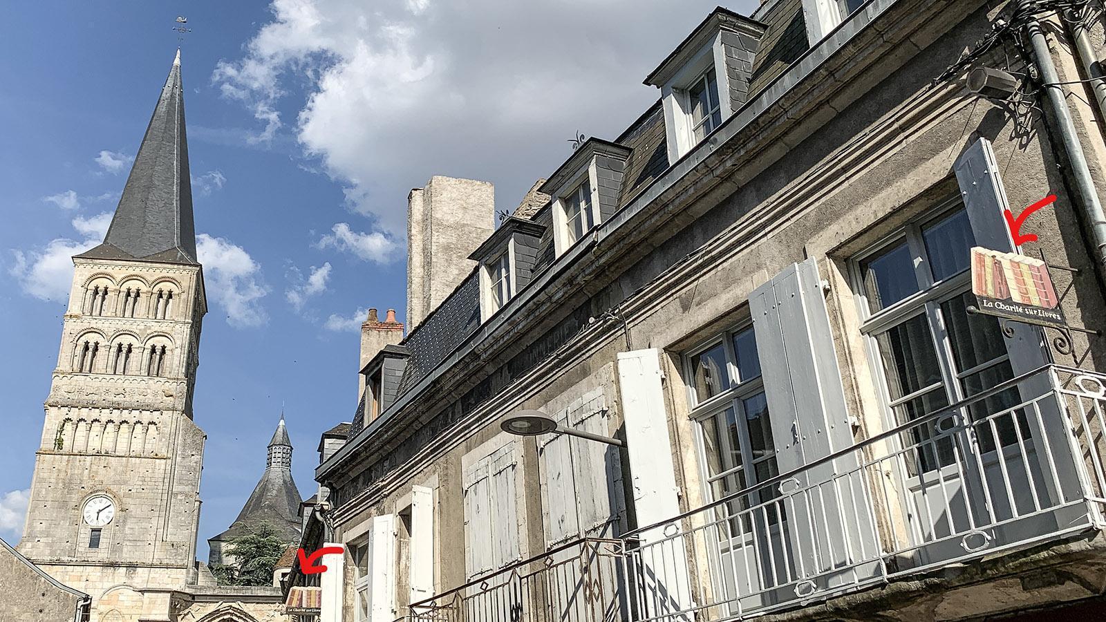 La Charité-sur-Loire: Schilder weisen auf die Stadt der Bücher hin.Foto: Hilke Maunder