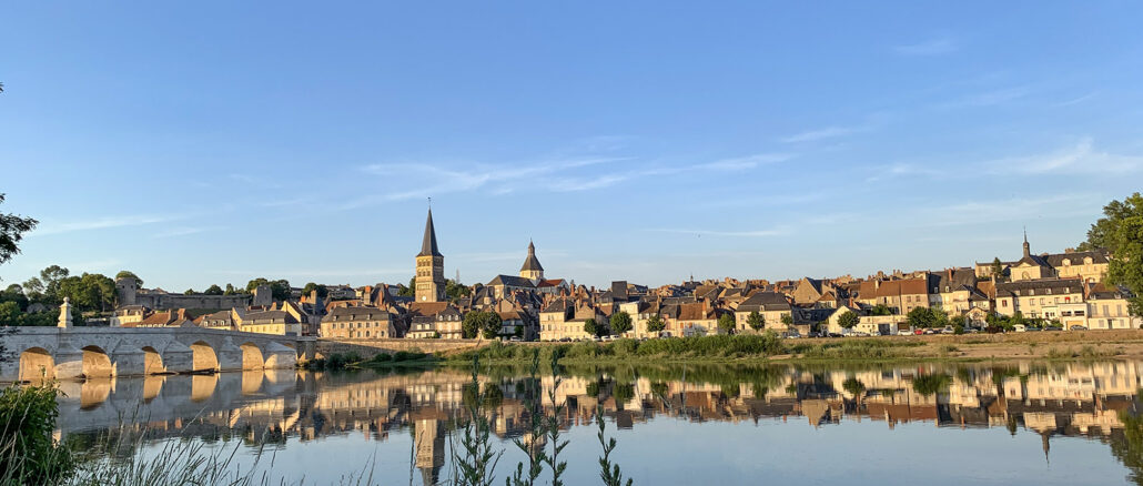 Blick von der Flussinsel auf La Charité-sur-Loire. Foto: Hilke Maunder