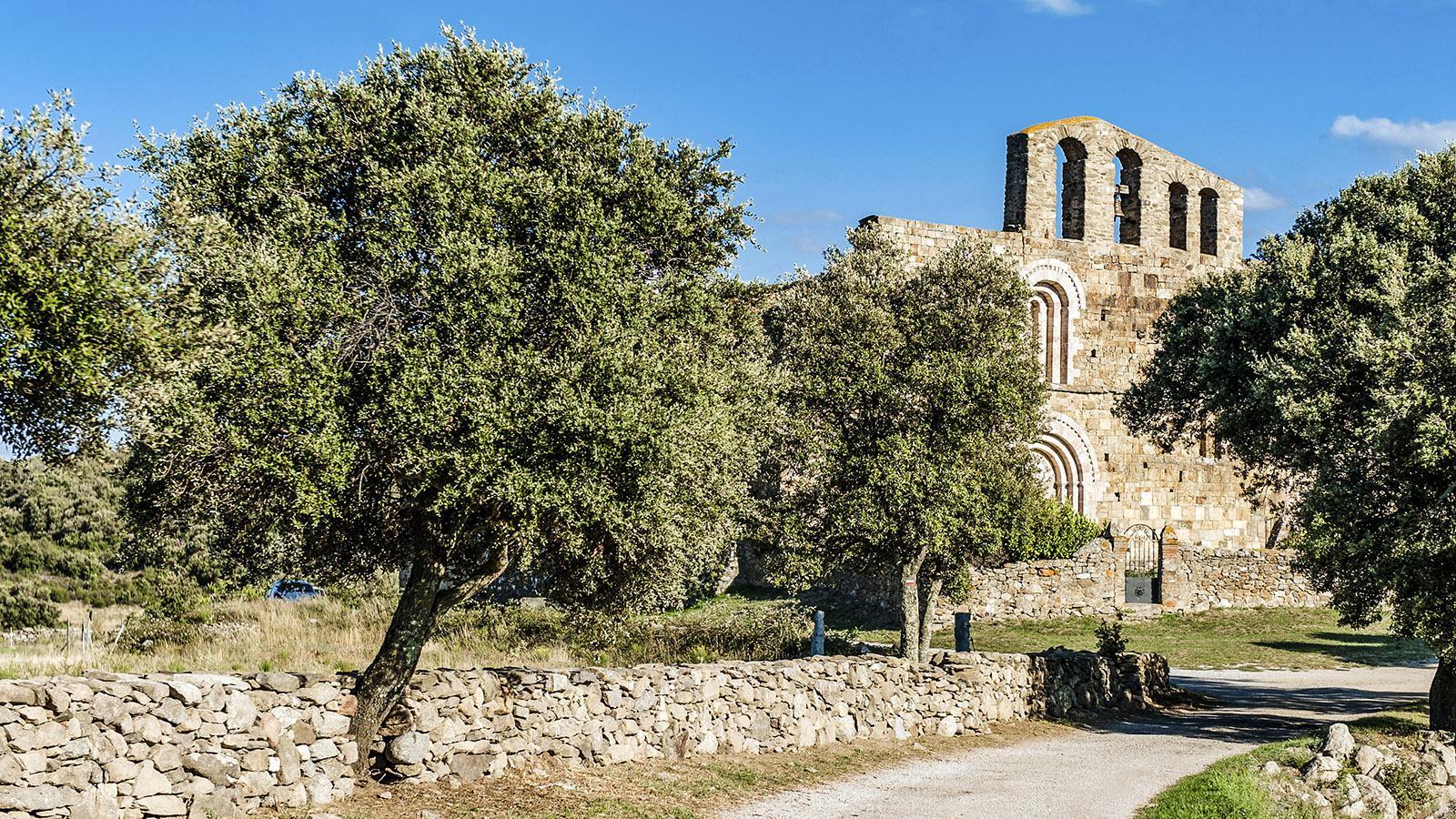 Romanik im Roussillon: Die romanische Kirche von Marcevol. Foto: Hilke Maunder