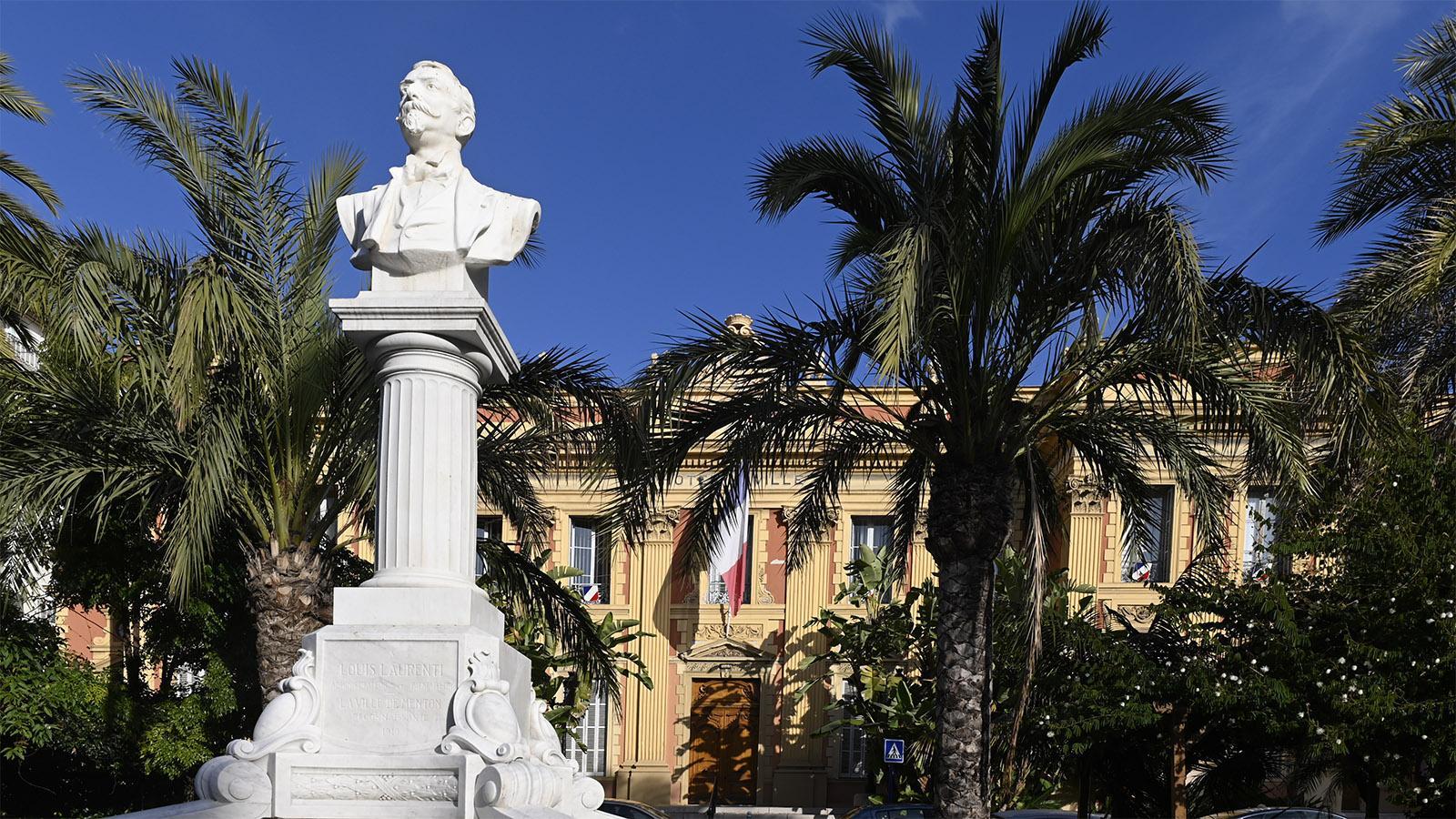 Im Rathaus von Menton malte Jean Cocteau das Trauzimmer romantisch aus. Foto: Hilke Maunder