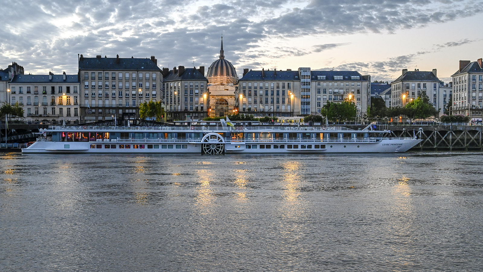 Blick auf MS Loire Princesse am Quai de la Fosse von Nantes von der Île de Nantes. Foto: Hilke Maunder