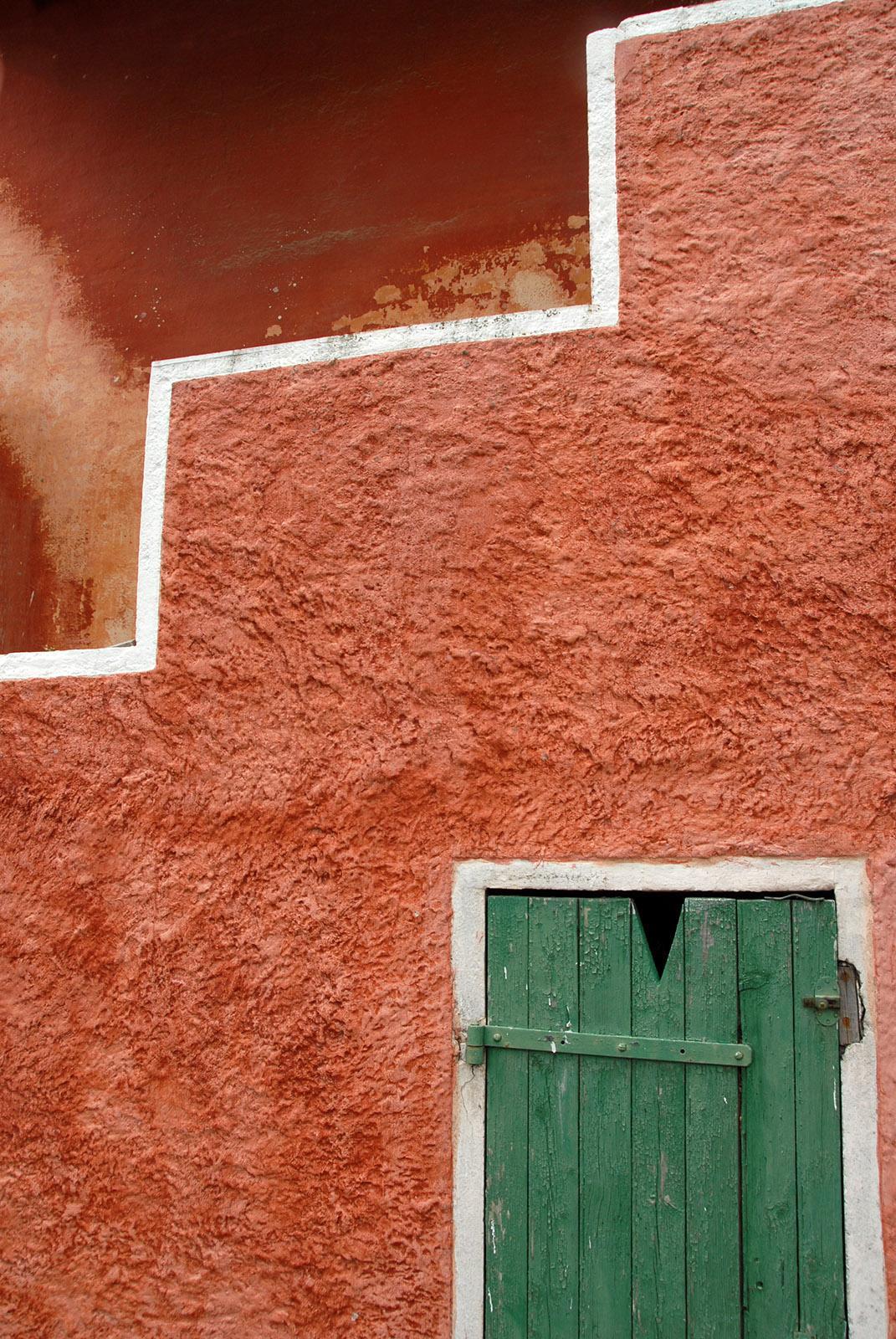 Einen Blick wert in Sanary-sur-Mer sind die Fassaden. Dieses Haus zeigt provenzalische und italienische Einflüsse, Foto: Hilke Maunder