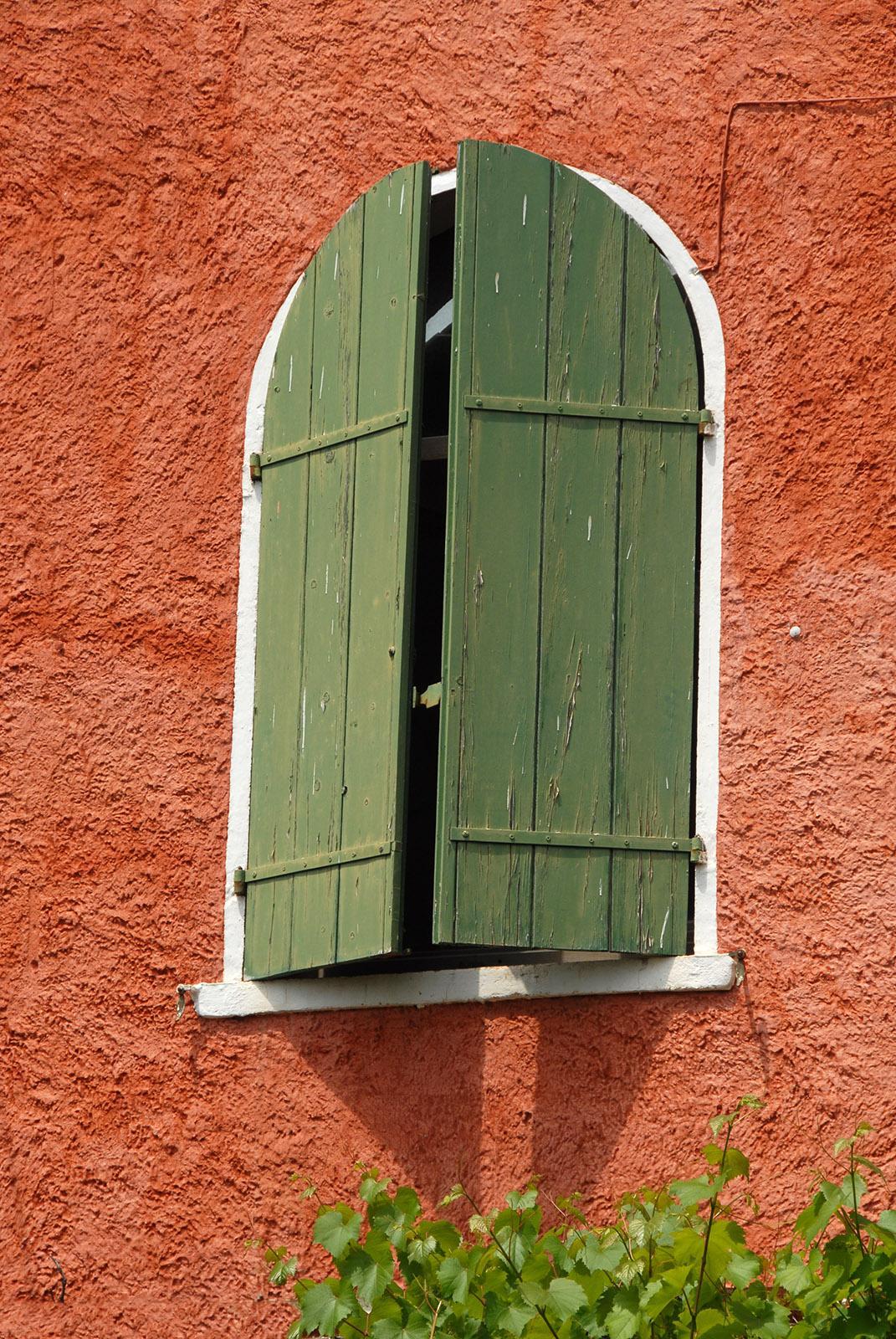 Sanary-sur-Mer: Einen Blick wert in Sanary-sur-Mer sind die Fassaden. Dieses Haus zeigt provenzalische und italienische Einflüsse, Foto: Hilke Maunder