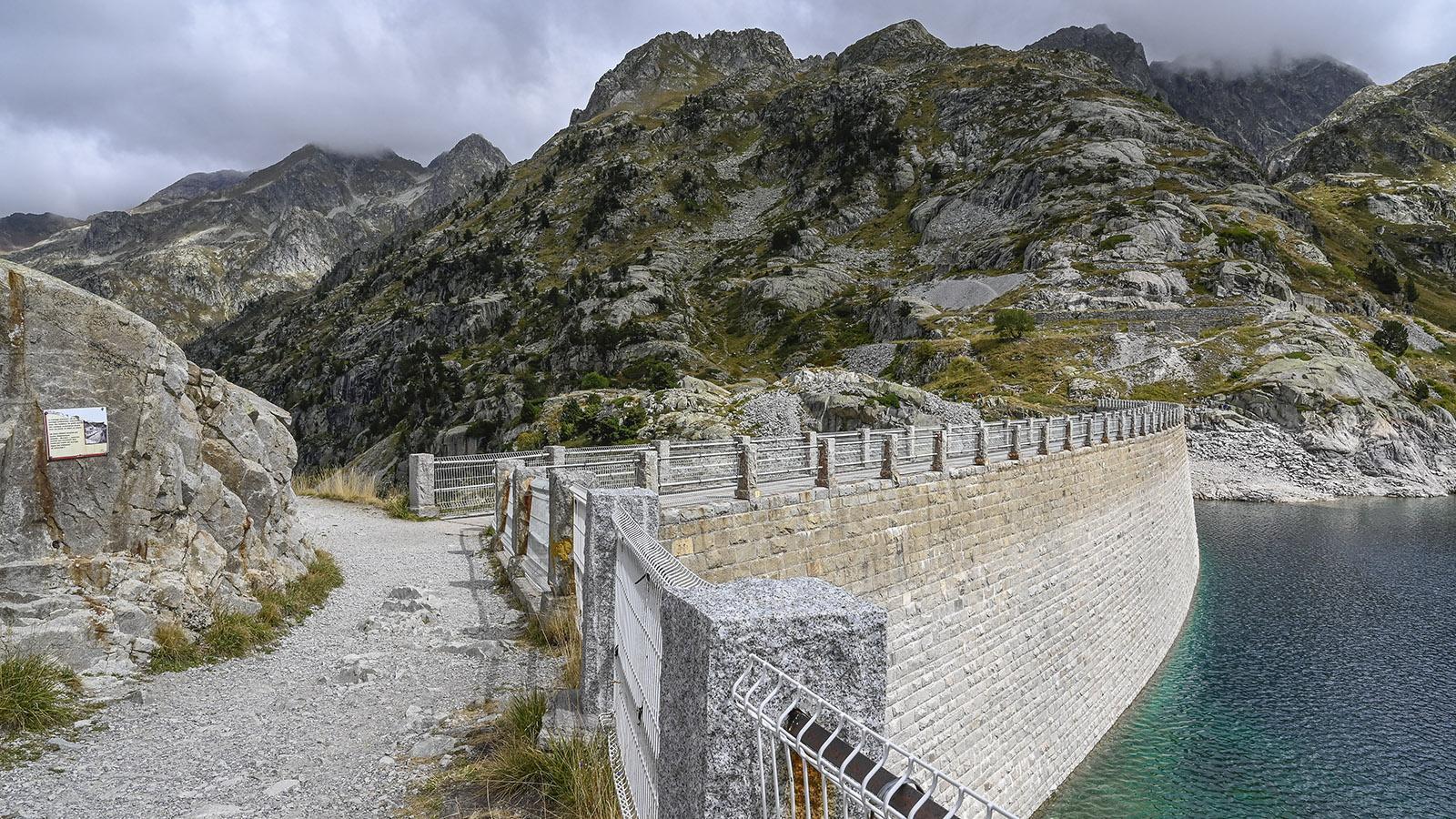 Die Staumauer des Lac d'Artouste. Foto: Hilke Maunder