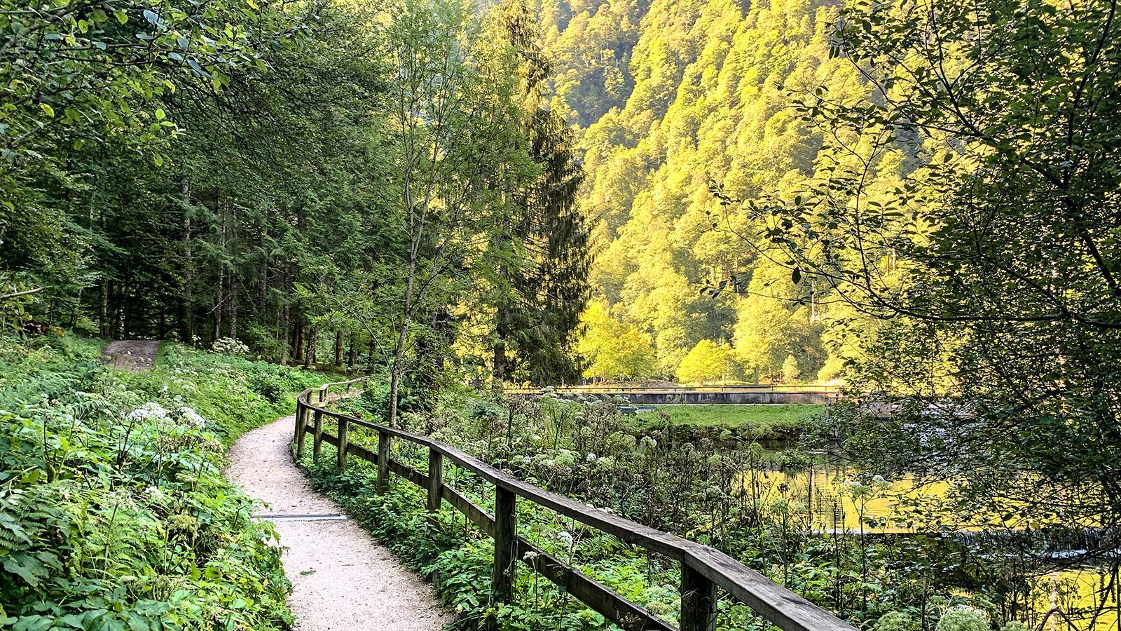 Der rollstuhlgerecht Zugang zum Lac de Bethmale. Foto: Hilke Maunder