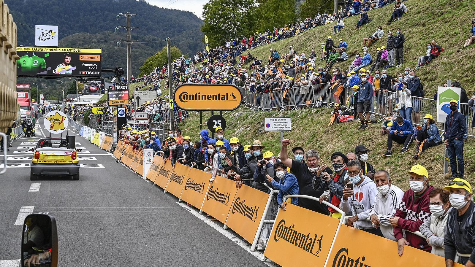 Die Werbekarawane der Tour de Frnce hat ihrTagesziel erreicht: Laruns. Foto: Hilke Maunder