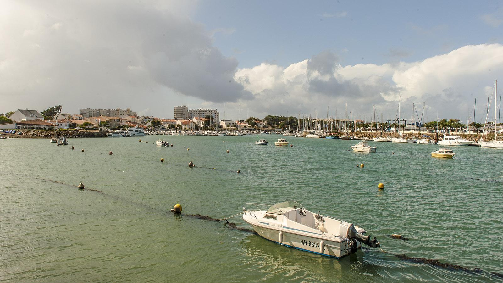 Sardine. Der Sportboothafen an der Vie. Jenseits des Knies folgen weitere Liegeplätze. Foto: Hilke Maunder
