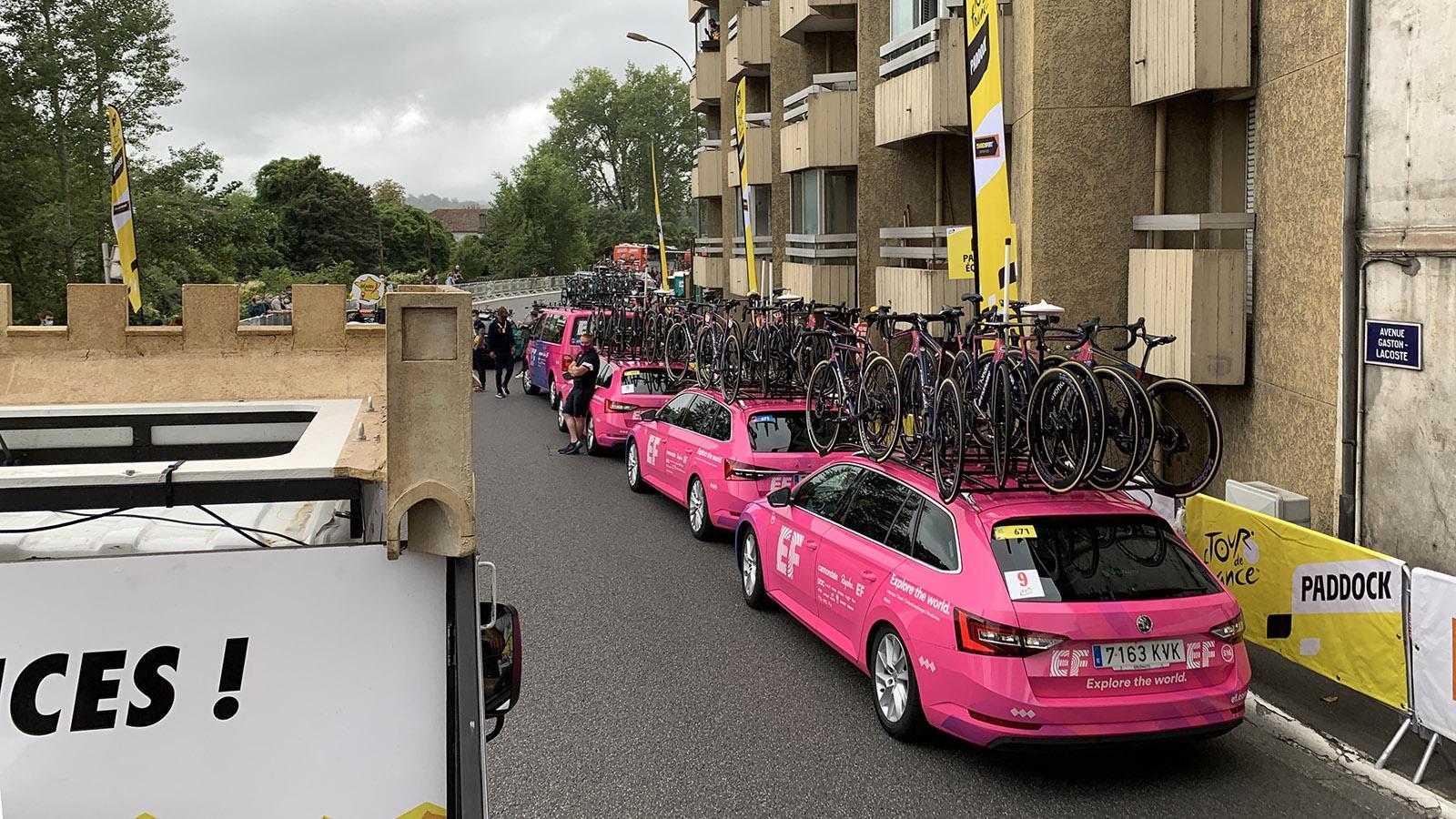 Elektromobil: die Flotte der Tour de France. Foto: Hilke Maunder