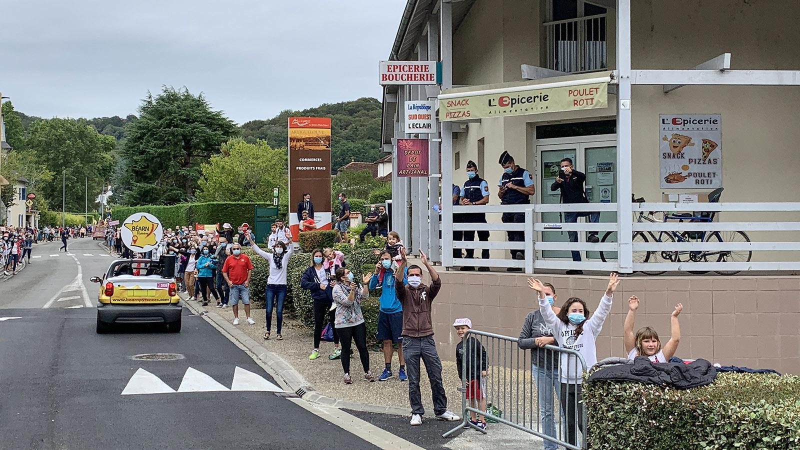 Tour de France: Freude über le tour auch in Jurançon. Foto: Hilke Maunder