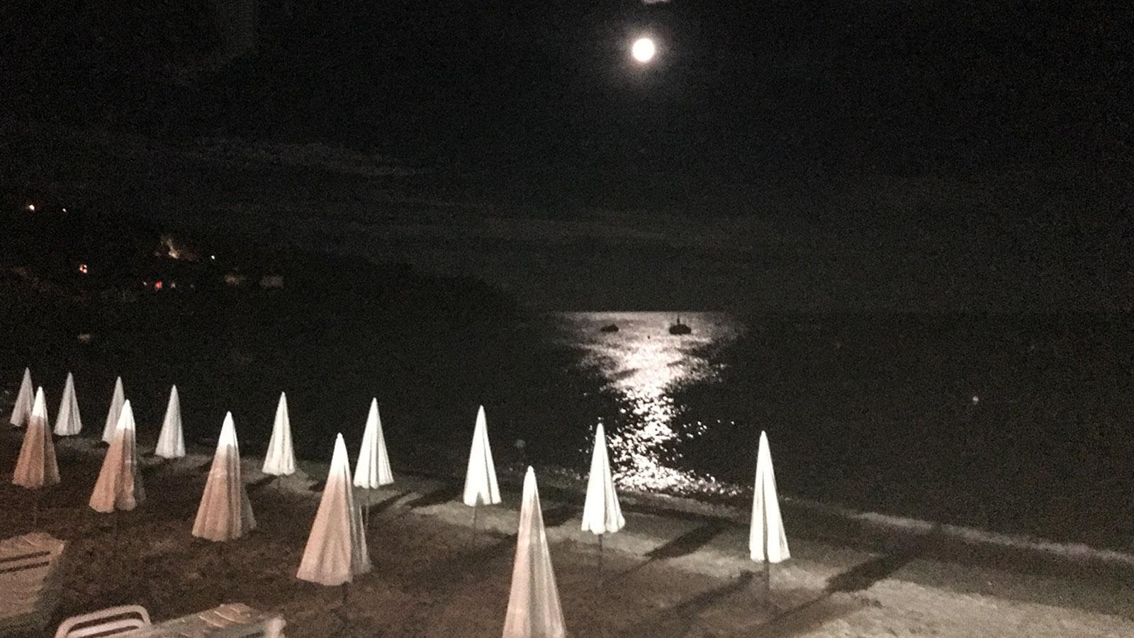 Der Strand von Le Lavandou bei Nacht. Foto: Brita Beate Link